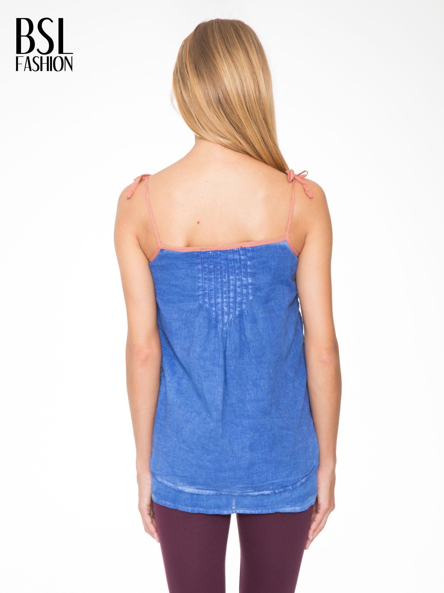 Niebieski top na ramiączkach w stylu etno                                  zdj.                                  4