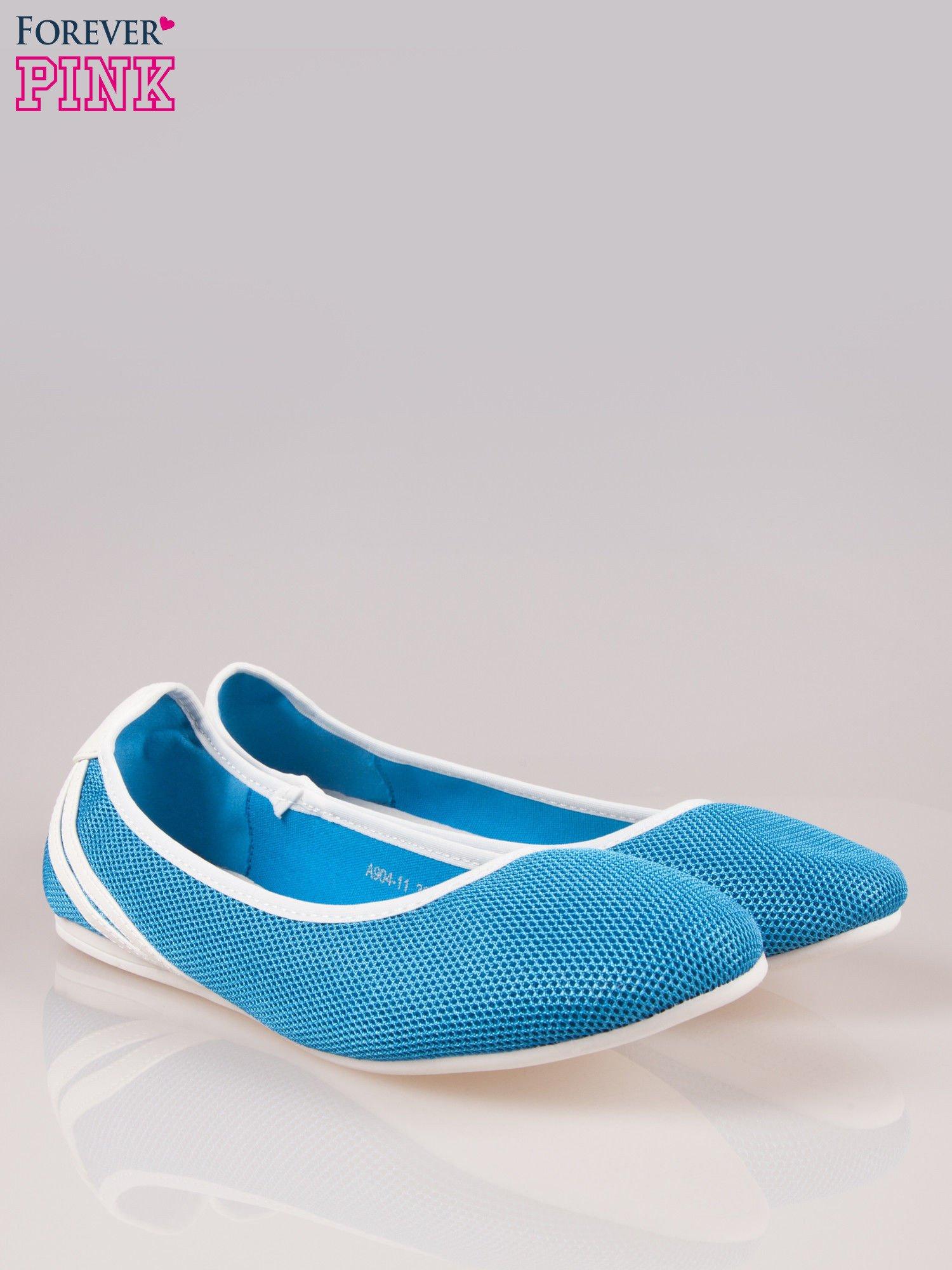 Niebieskie baleriny Nicki z paskami w sportowym stylu                                  zdj.                                  2