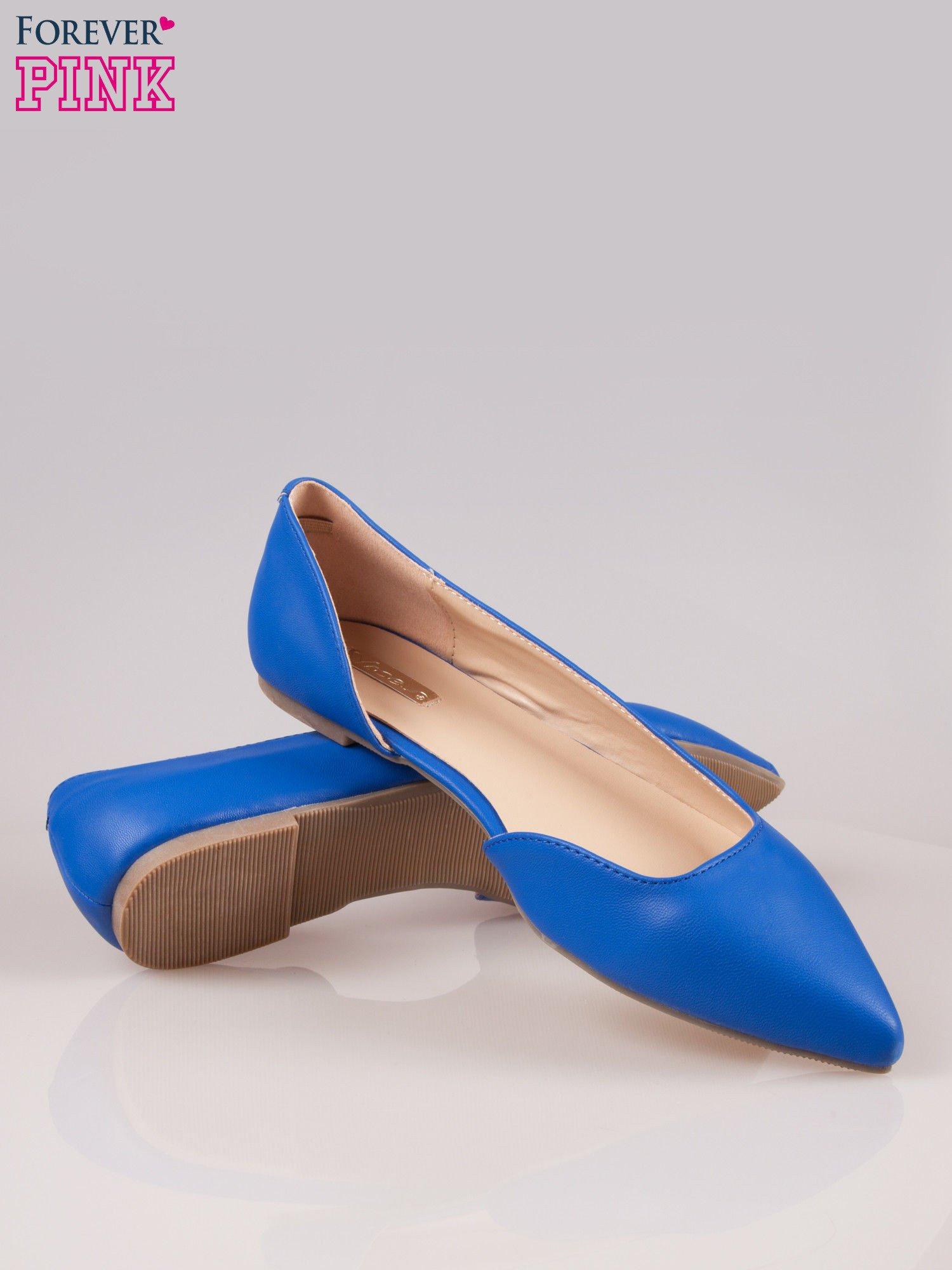 Niebieskie baleriny faux leather Cookie w szpic z wycięciem z boku                                  zdj.                                  4