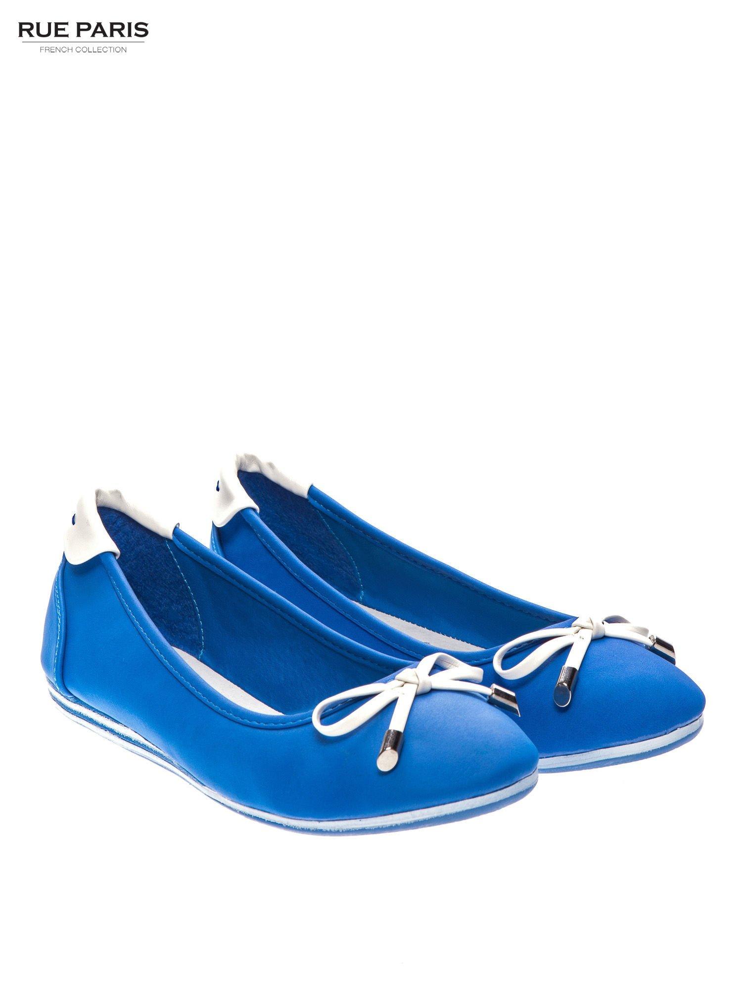 Niebieskie baleriny na niskim koturnie                                  zdj.                                  2