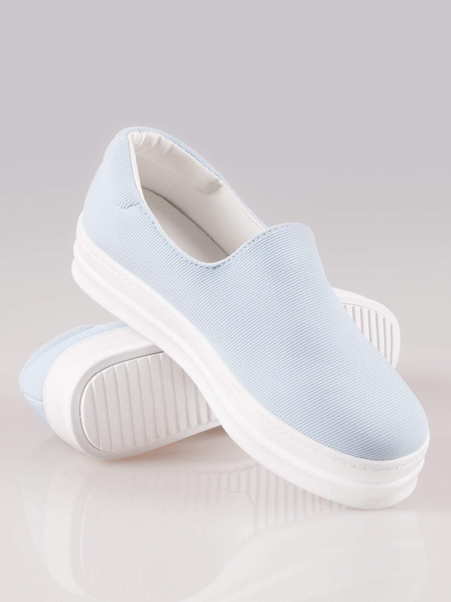 Niebieskie buty slip on na wysokiej podeszwie                                  zdj.                                  3