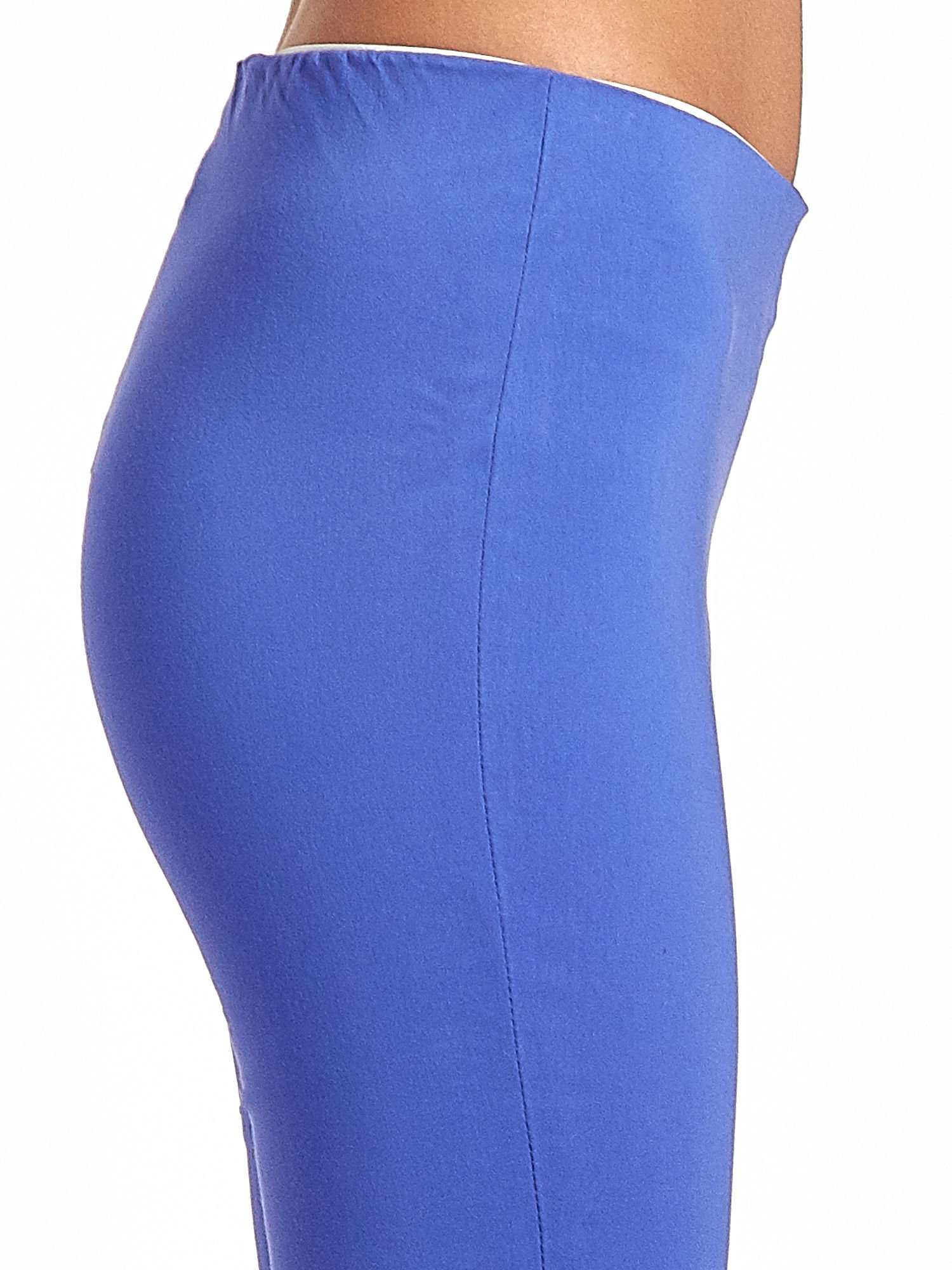 Niebieskie dopasowane spodnie typu tregginsy                                  zdj.                                  6