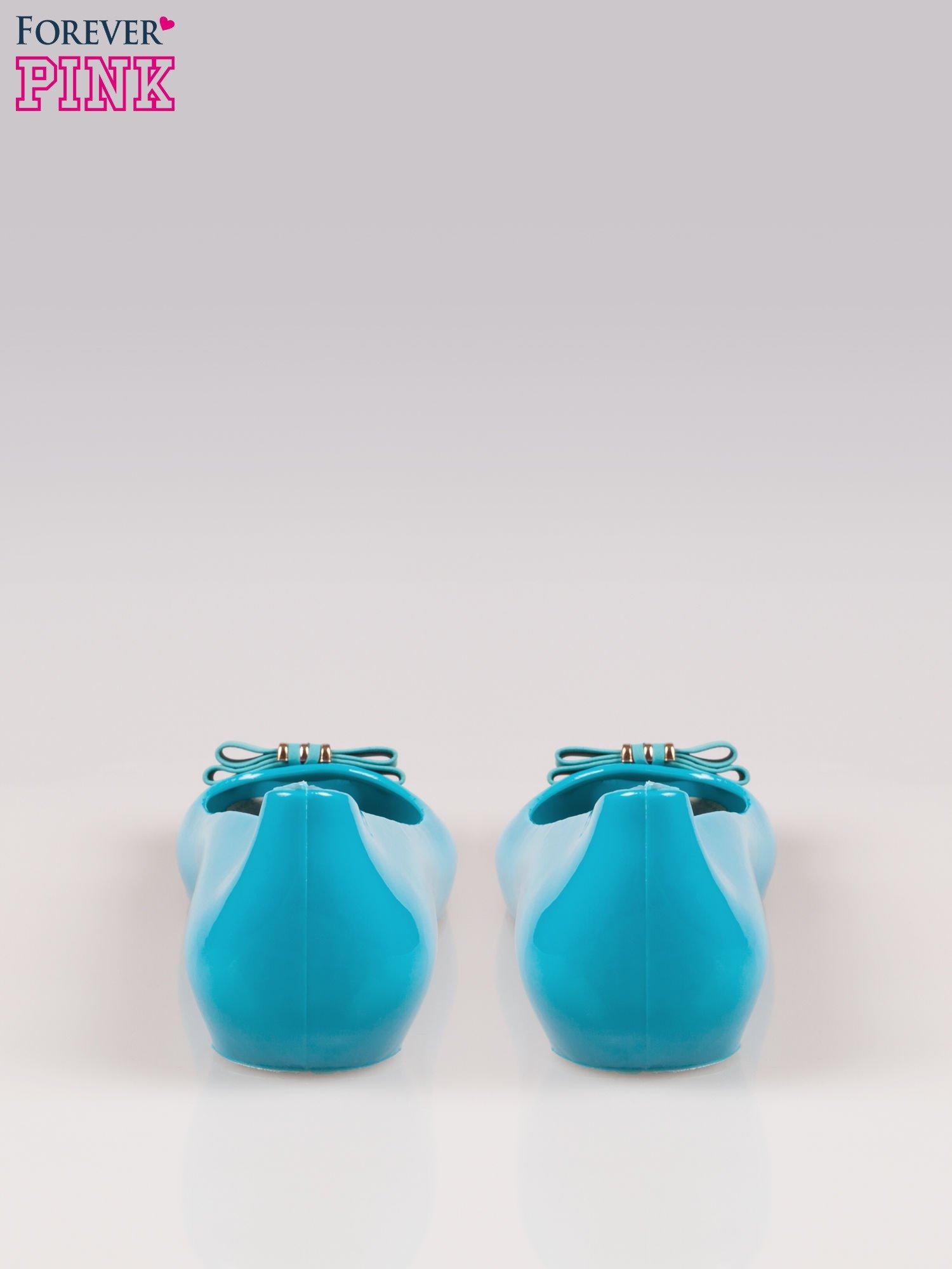 Niebieskie gumowe baleriny na ukrytym koturnie                                  zdj.                                  3