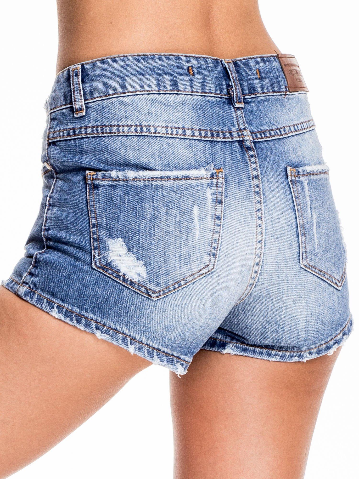 Niebieskie jeansowe szorty z wytarciami                                  zdj.                                  2