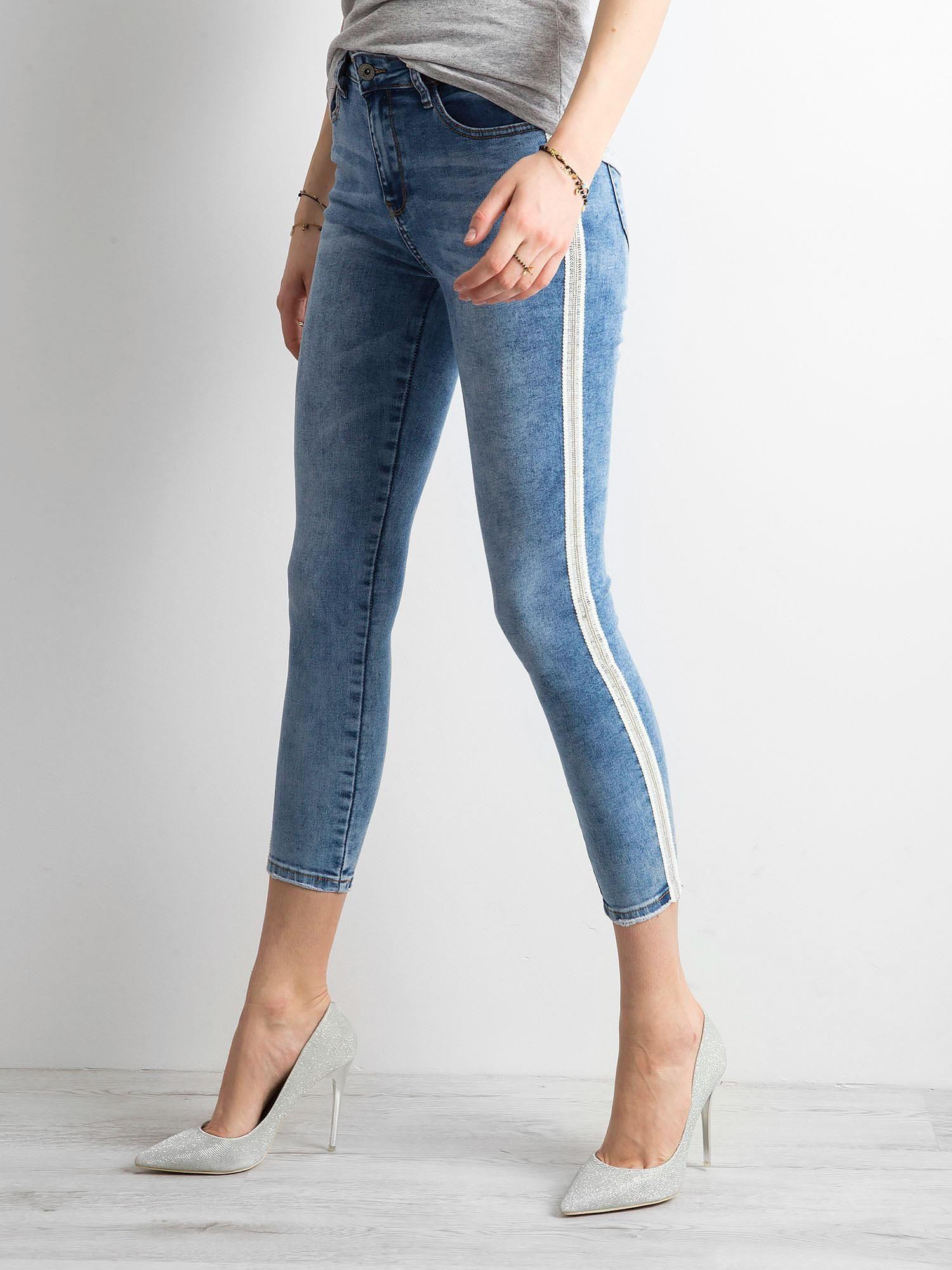 37ab1a24 Niebieskie jeansy skinny z cekinowym lampasem