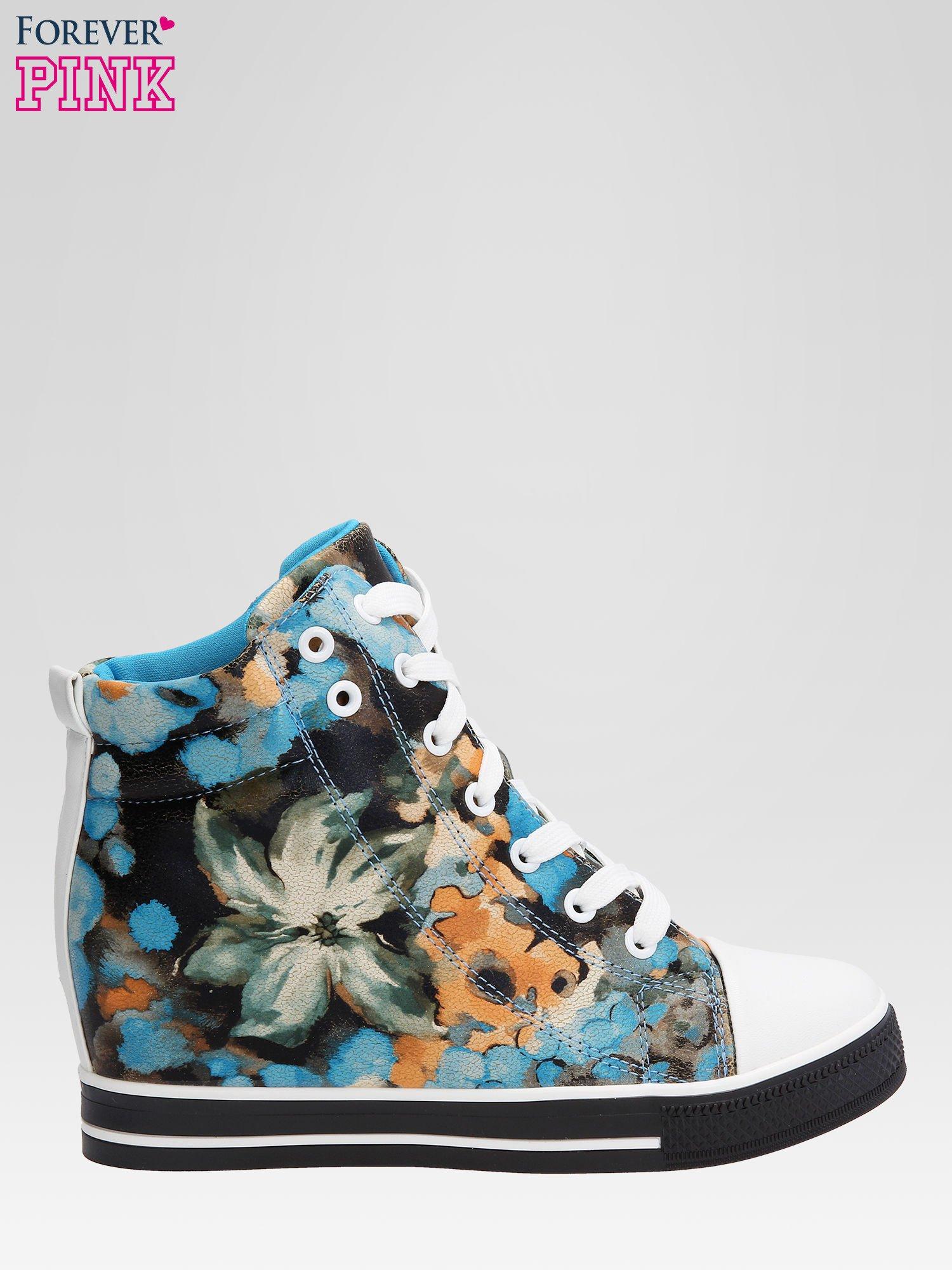 Niebieskie kwiatowe sneakersy                                  zdj.                                  1