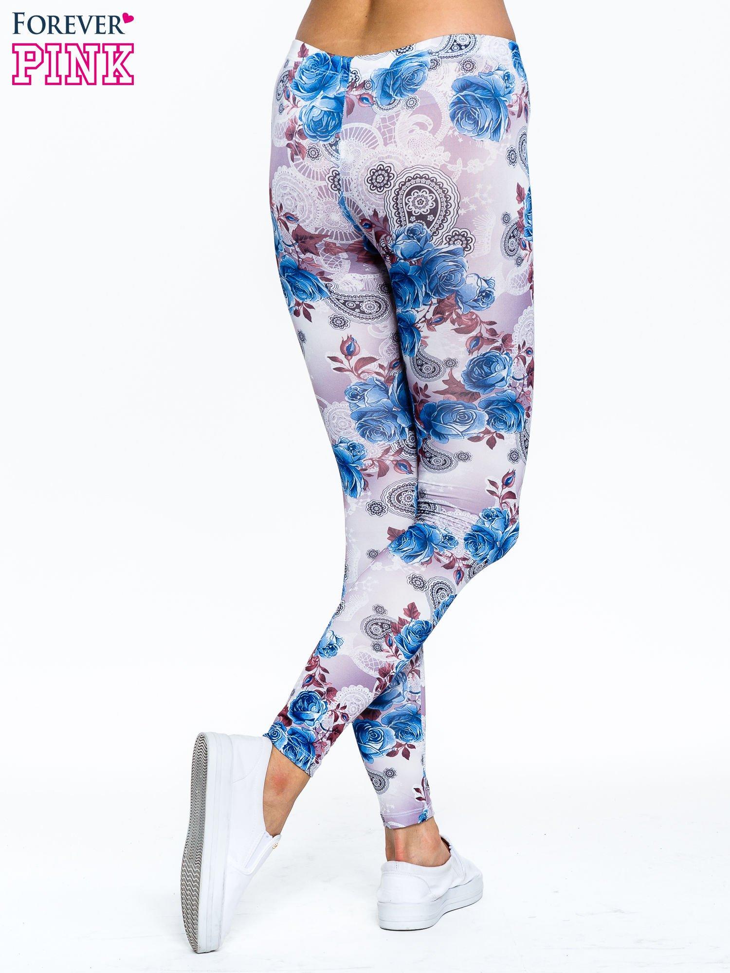 Niebieskie legginsy w kwiatki                                  zdj.                                  4