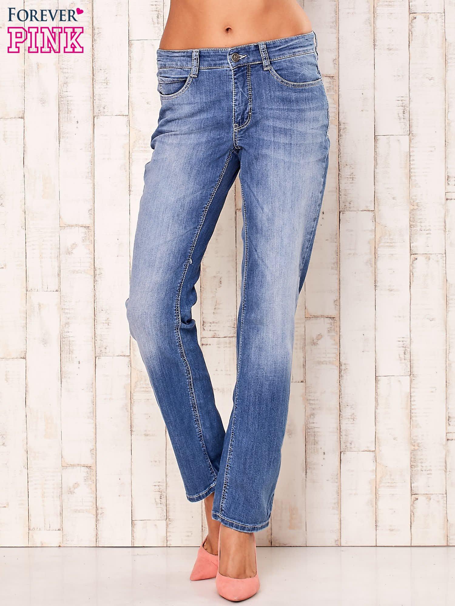 Niebieskie proste przecierane spodnie                                  zdj.                                  1