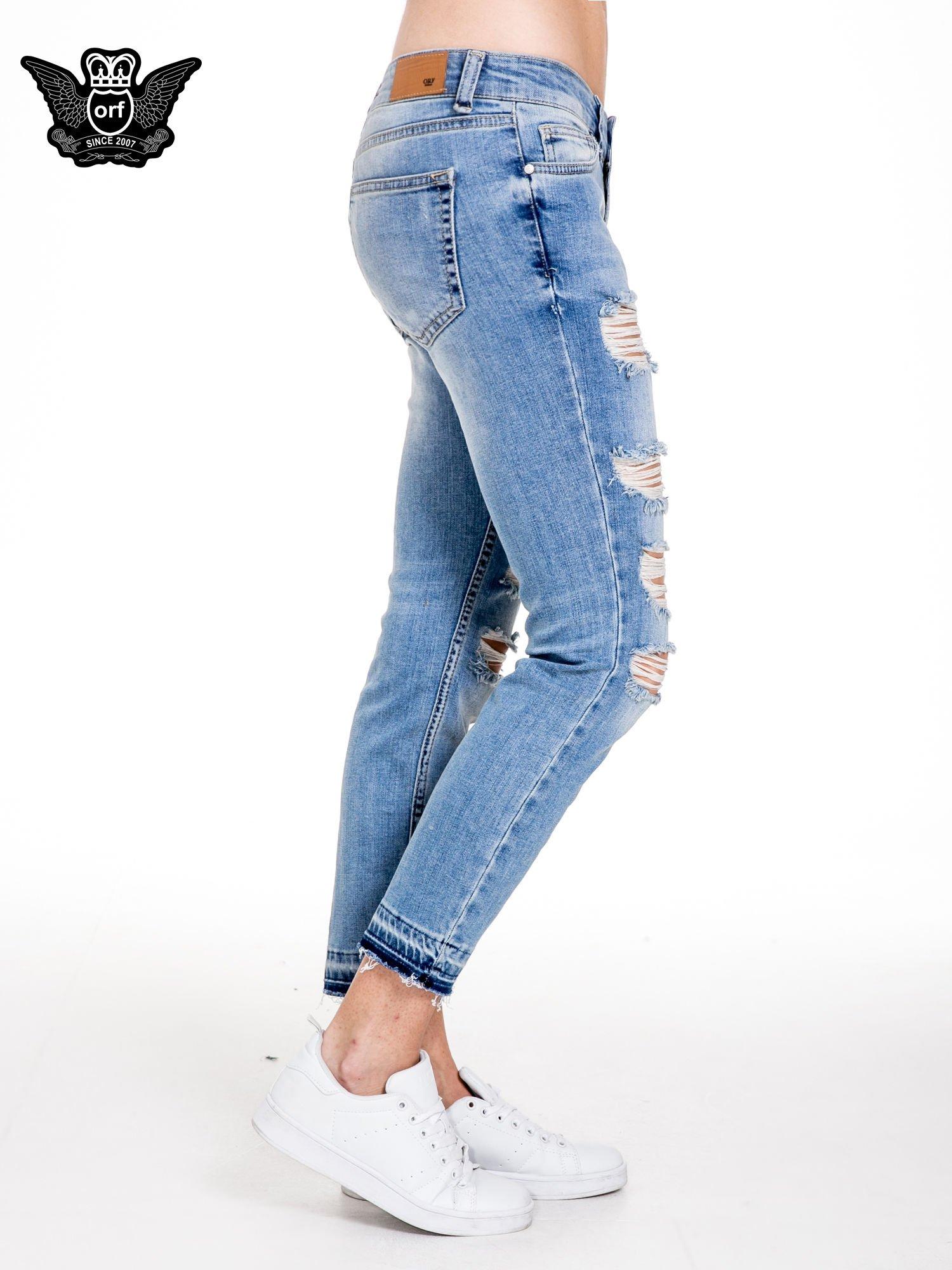 Niebieskie spodnie girlfriend jeans typu cut out                                  zdj.                                  3