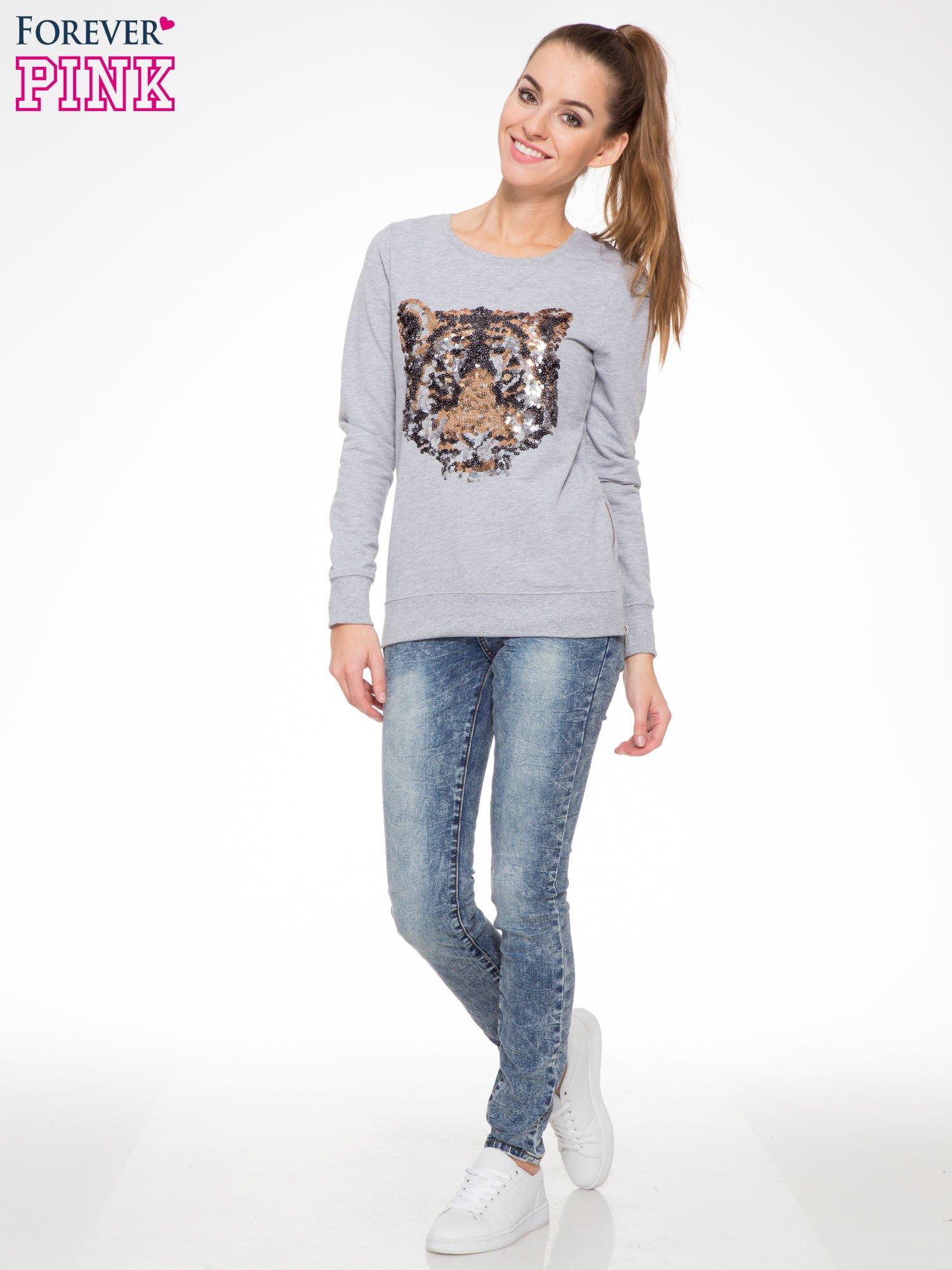 Niebieskie spodnie jeansowe z efektem sprania i gniecienia                                  zdj.                                  2