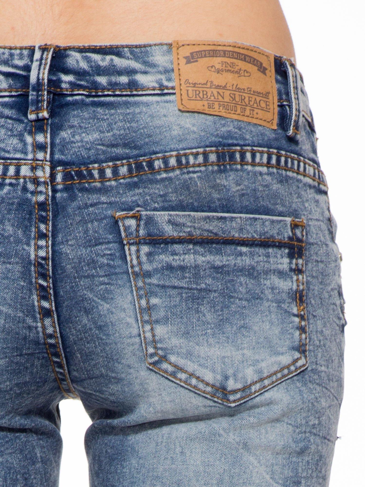 Niebieskie spodnie jeansowe z efektem sprania i gniecienia                                  zdj.                                  7