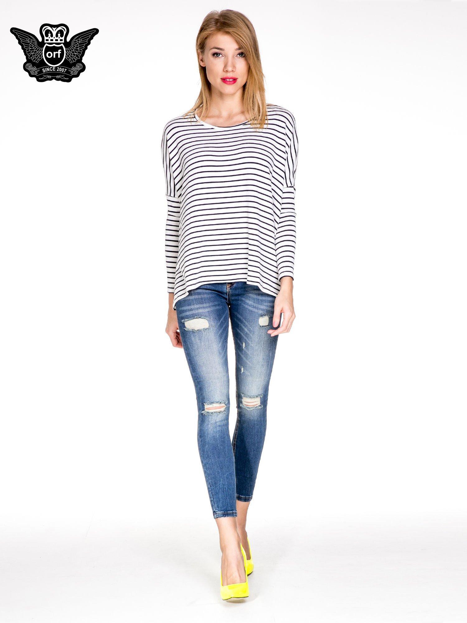 Niebieskie spodnie skinny jeans z dziurami z przodu                                  zdj.                                  2
