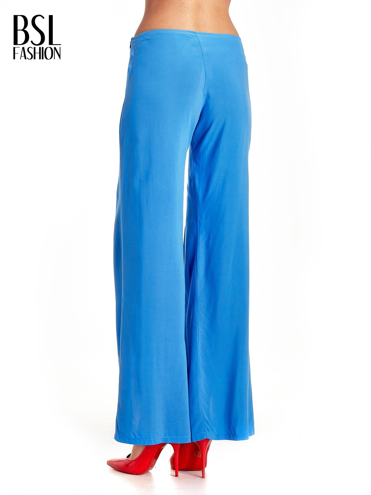 Niebieskie szerokie dzwony culottes z rozcięciami                                  zdj.                                  4