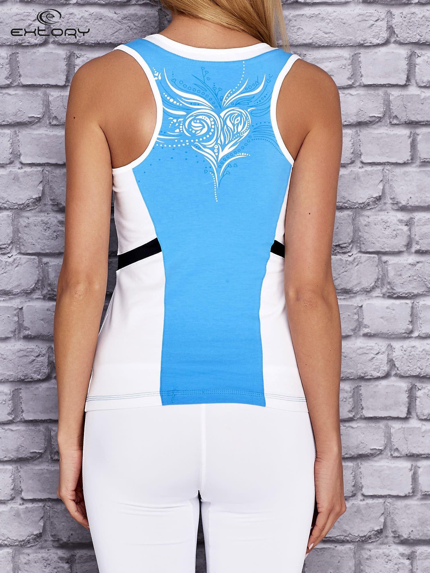Niebiesko-biały damski top sportowy z nadrukiem na plecach                                  zdj.                                  3