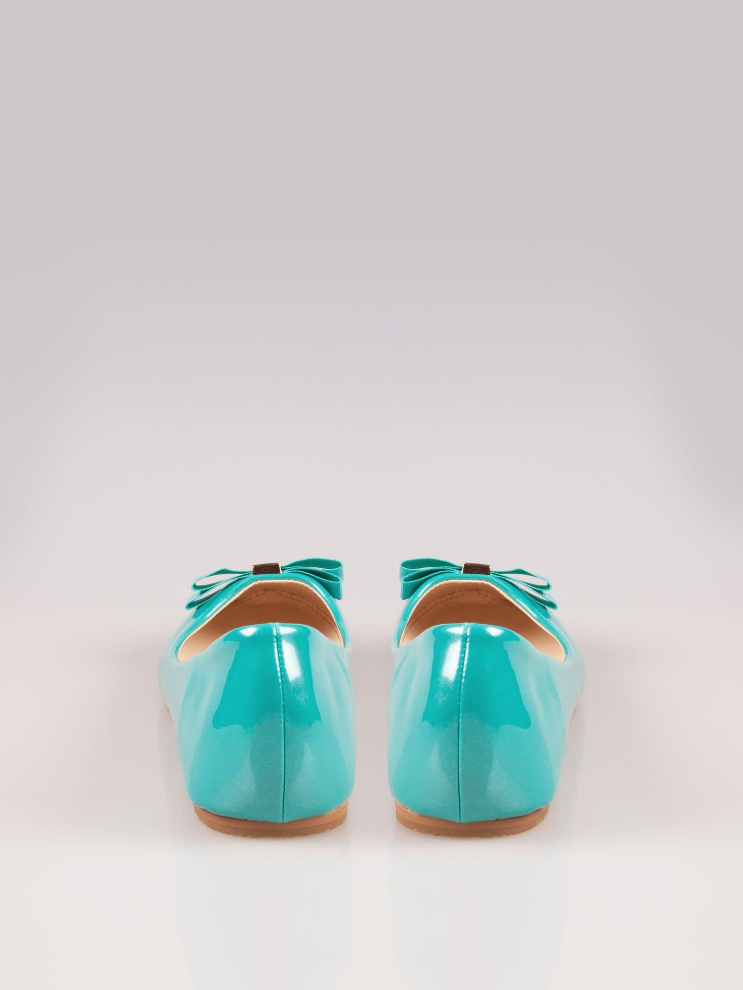 Niebieskozielone błyszczące balerinki faux leather Melanie z kokardką                                  zdj.                                  1