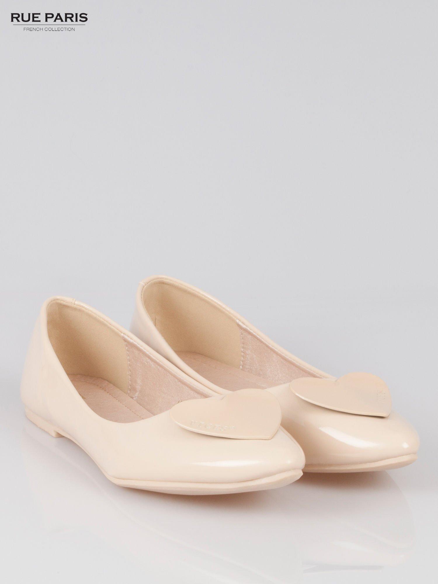 Pastelowobeżowe baleriny Dazzle Love z sercem                                  zdj.                                  2