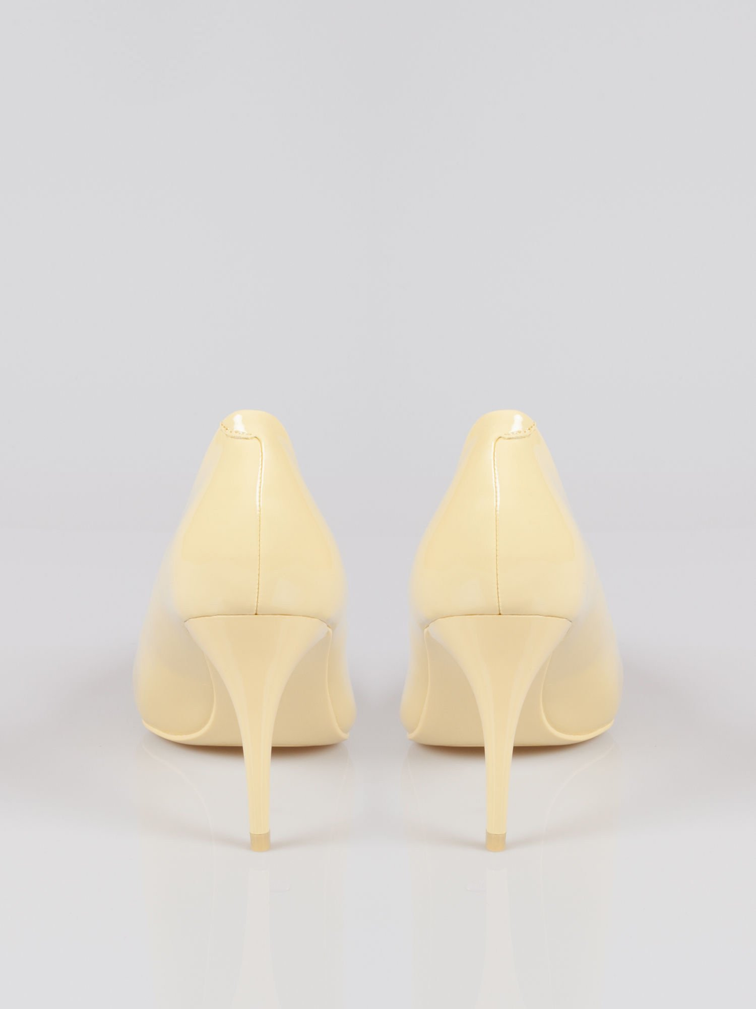 Pastelowożółte lakierowane szpilki w szpic Ariana na średnim obcasie                                   zdj.                                  3