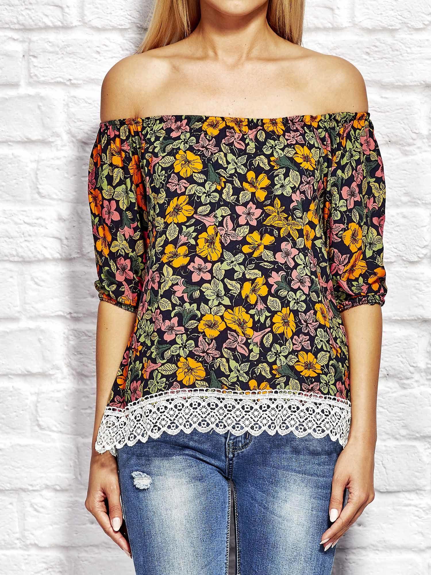 25b403a23d Pomarańczowa bluzka w kolorowe kwiaty - Bluzka wizytowa - sklep ...
