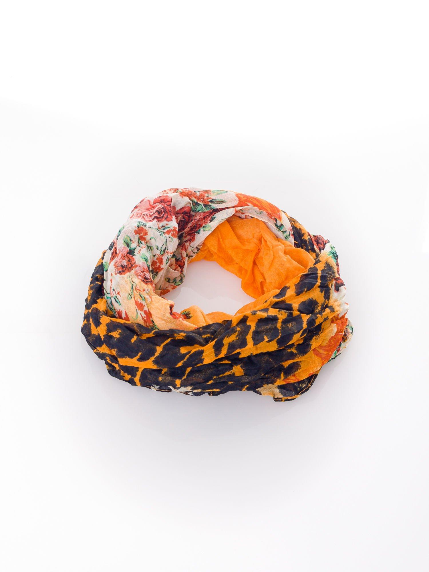 Pomarańczowa chusta w patchworkowe wzory                                  zdj.                                  2
