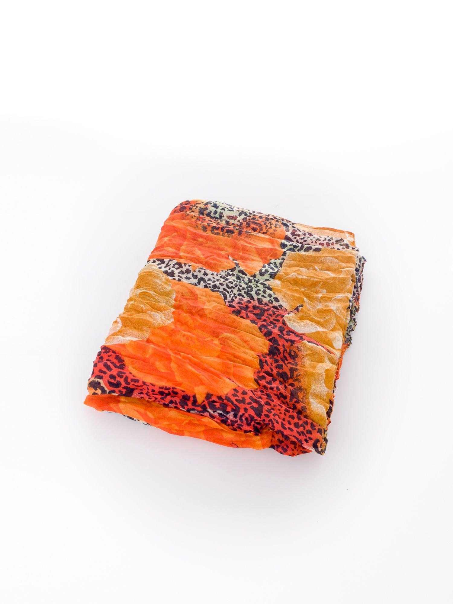 Pomarańczowa chusta z motywem panterki                                  zdj.                                  3