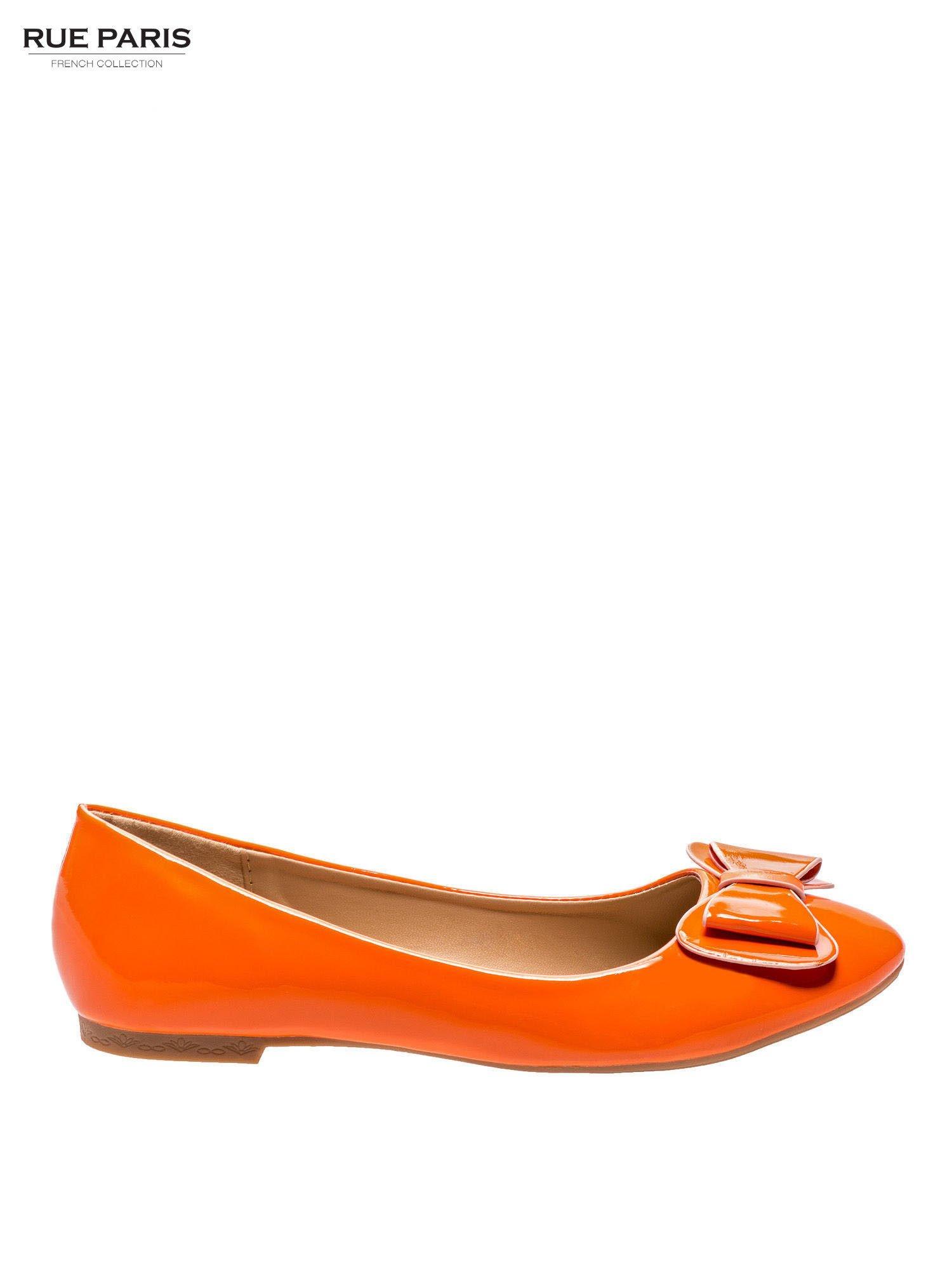 7e24fed6be559 Pomarańczowe baleriny lakierowane z kokardką - Buty Balerinki ...