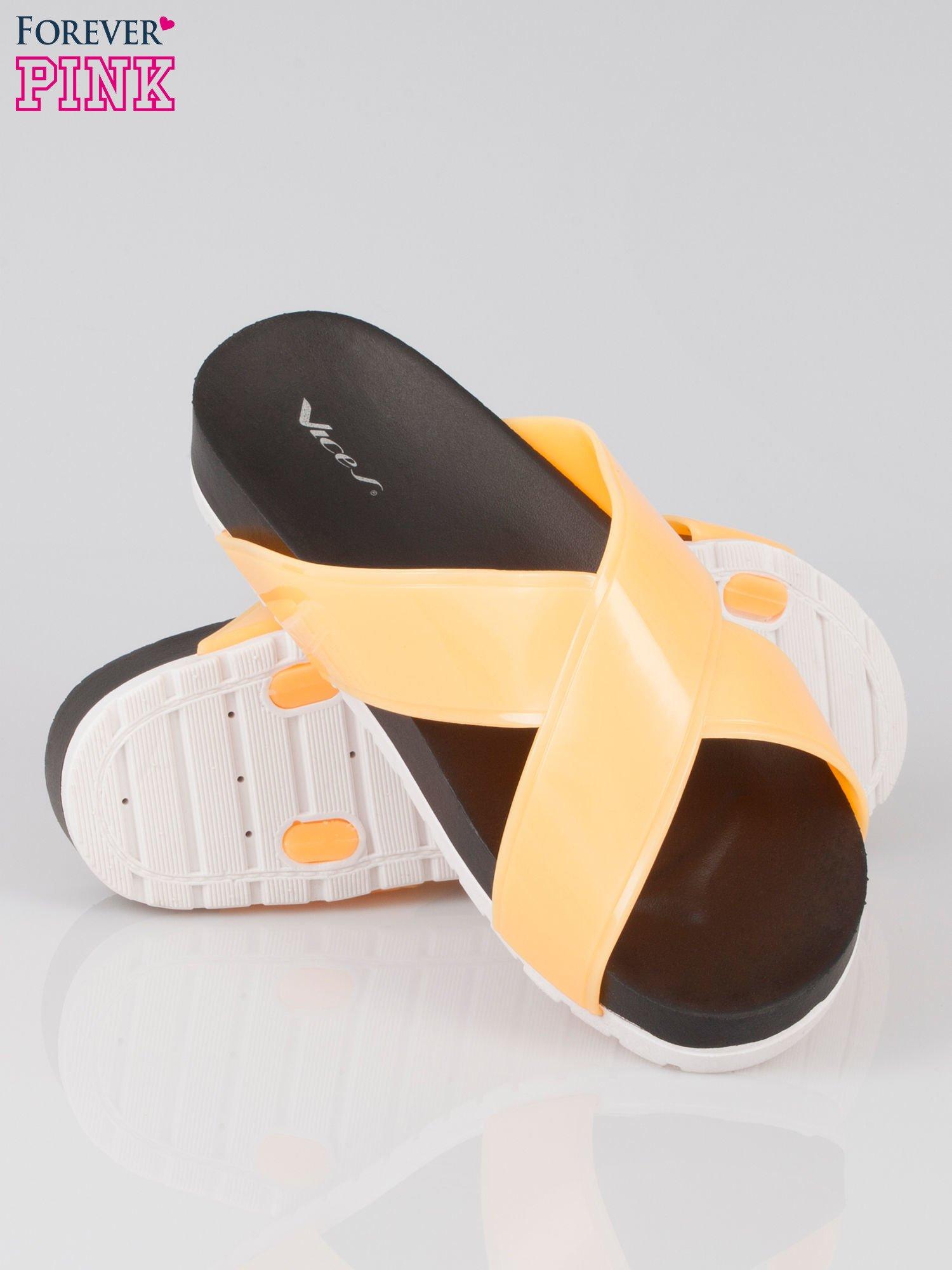Pomarańczowe klapki ze skrzyżowanymi paskami                                  zdj.                                  4