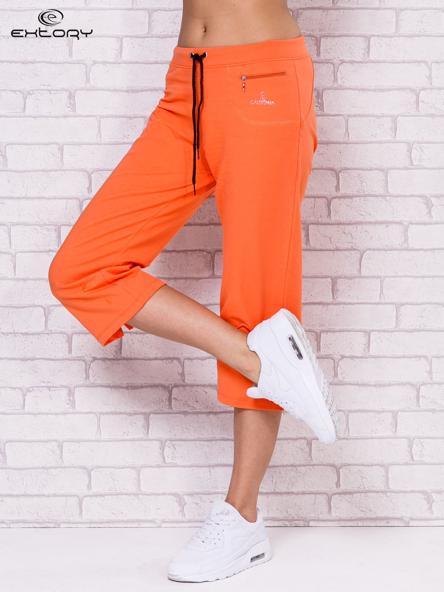 Pomarańczowe spodnie sportowe capri                                  zdj.                                  1