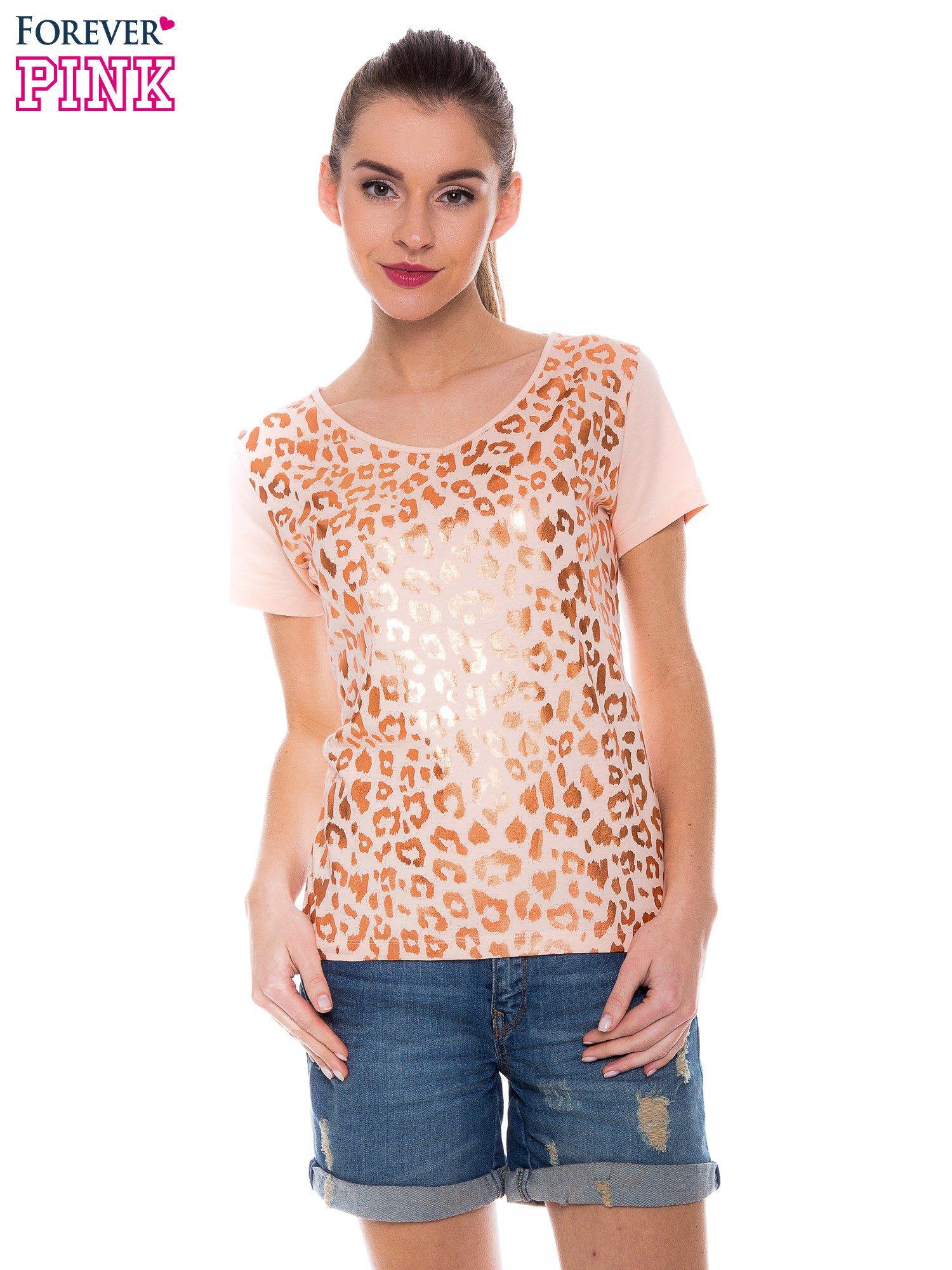 Pomarańczowokoralowy t-shirt z metalicznym nadrukiem w cętki pantery                                  zdj.                                  1
