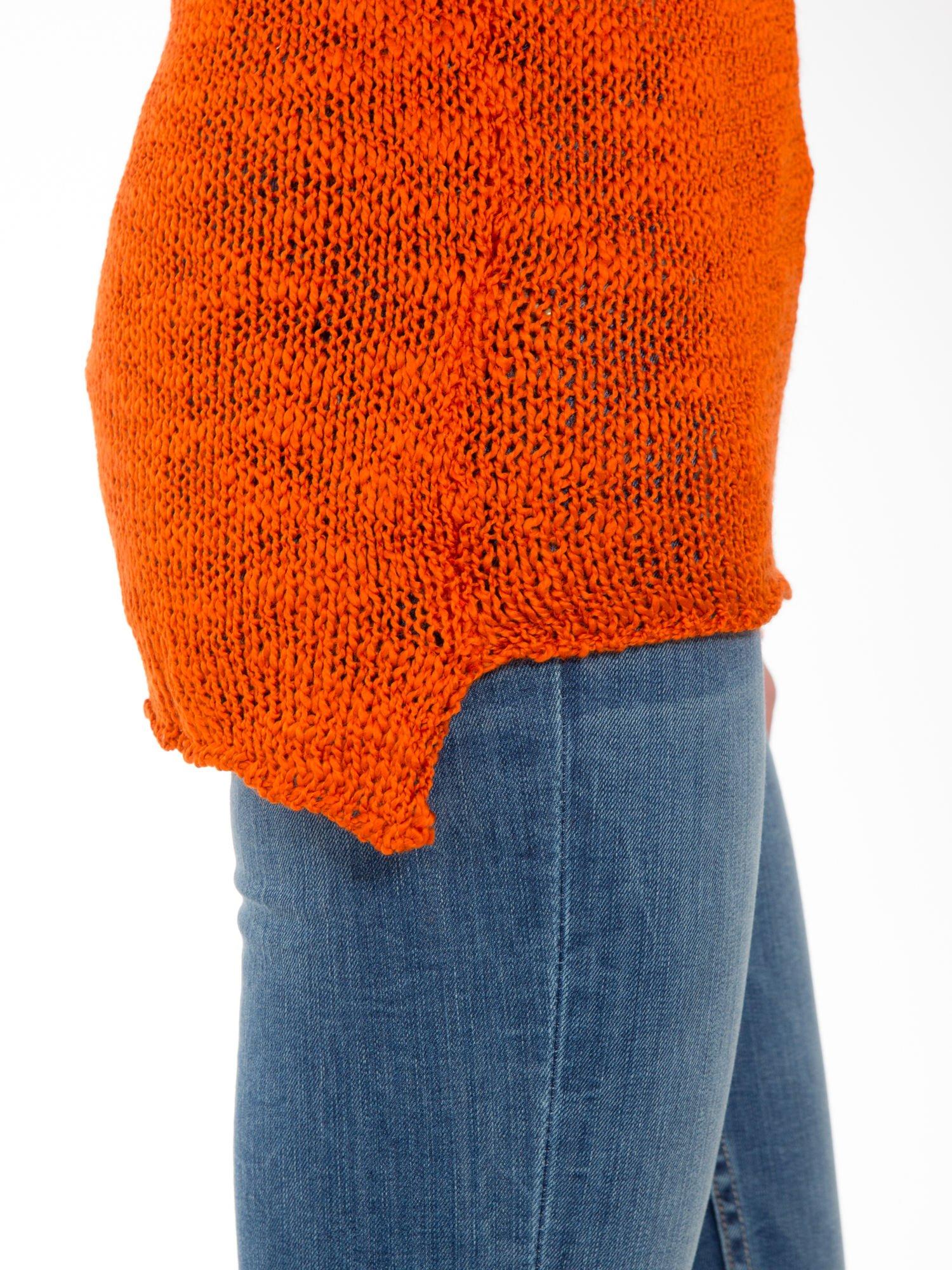 Pomarańczowy sweter z oczkami przy ramionach                                  zdj.                                  8