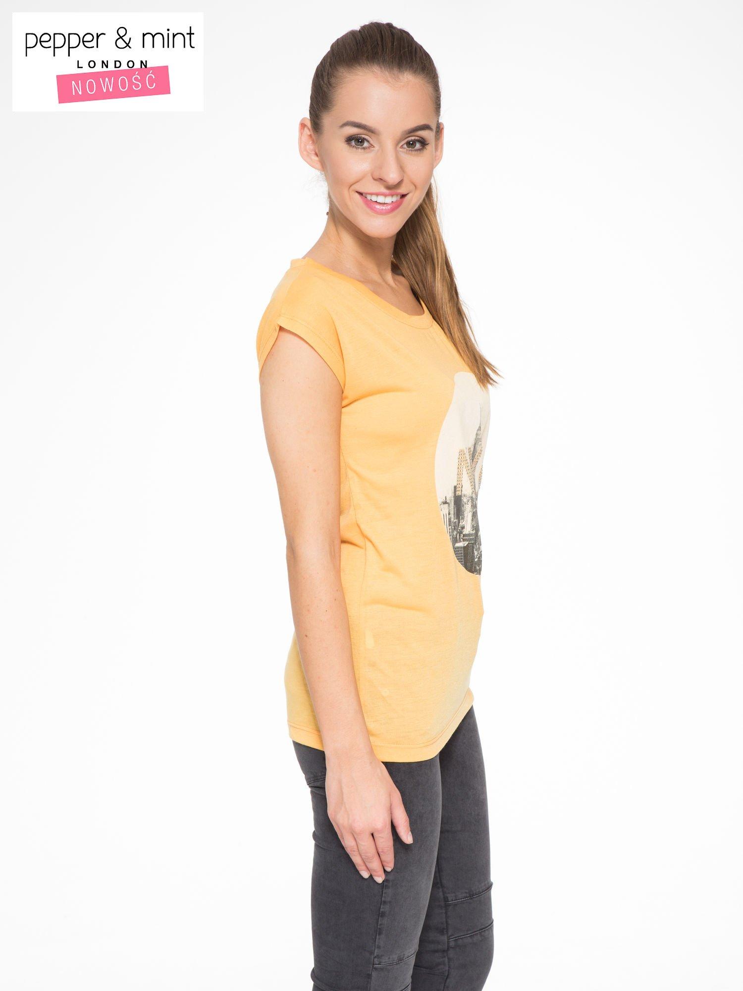 Pomarańczowy t-shirt z nadrukiem NYC zdobiony dżetami                                  zdj.                                  3