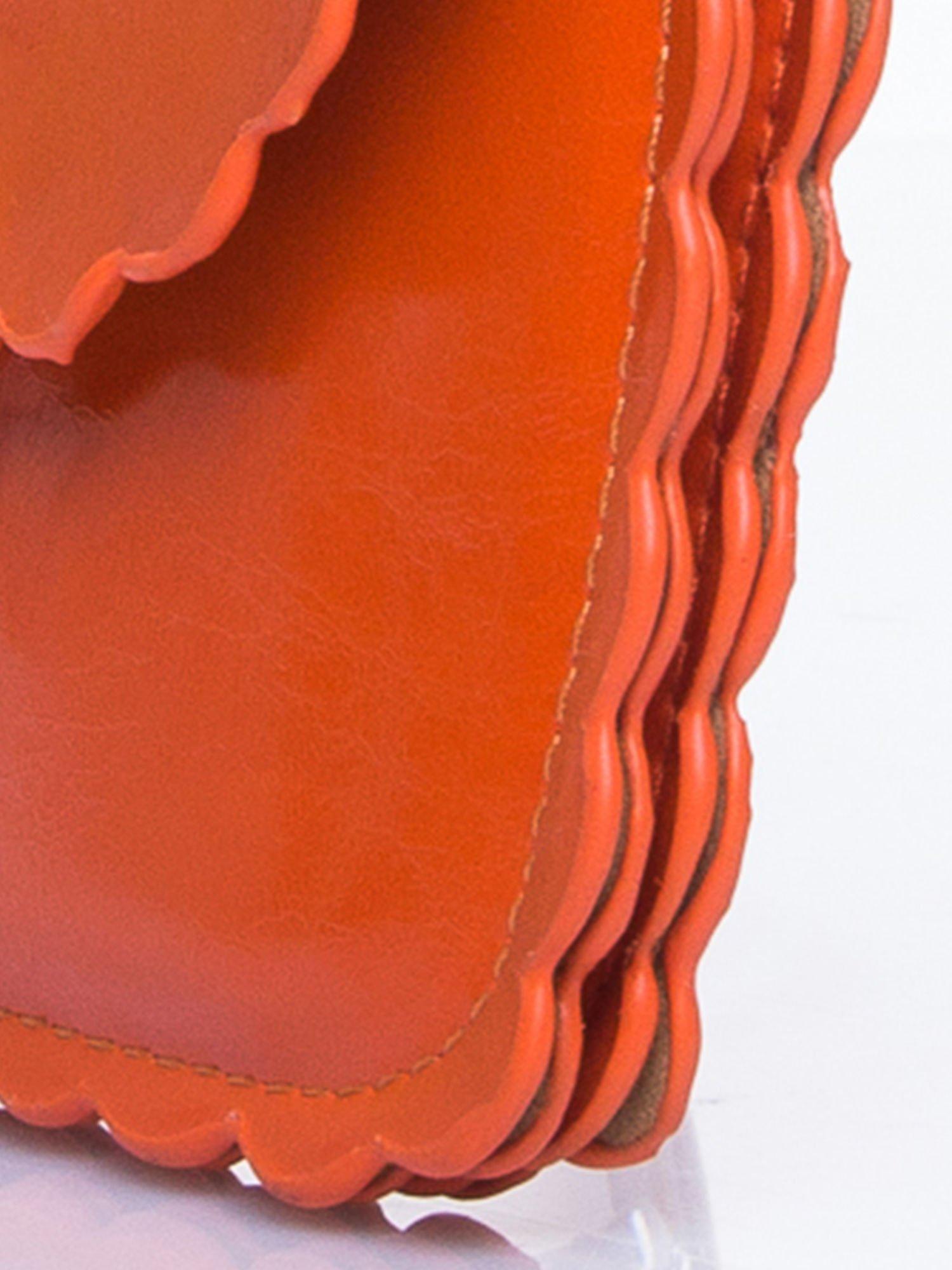 Pomrańczowa torebka listonoszka z falowanym wykończeniem                                  zdj.                                  7