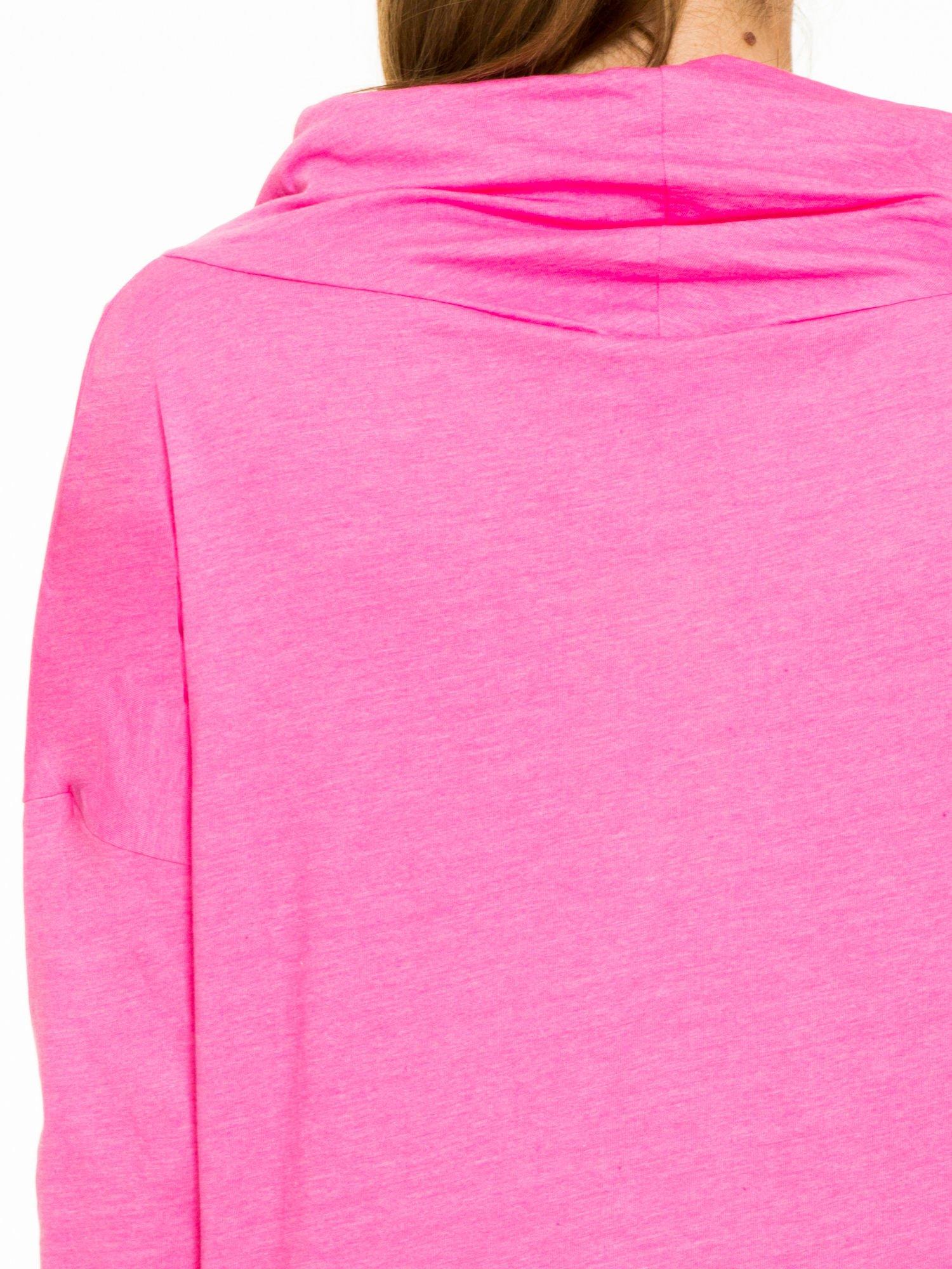 Różowa bluzka dresowa z kołnierzokapturem i ściągaczem na dole                                  zdj.                                  7