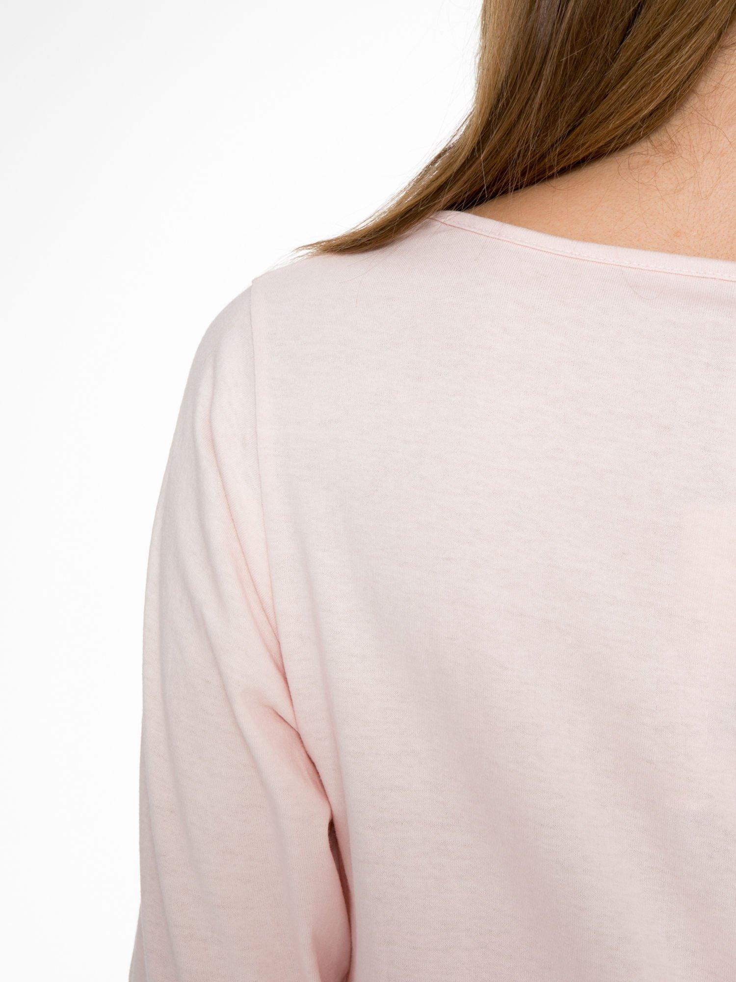Różowa bluzka z nadrukiem kobiety i napisem UNIQUE                                  zdj.                                  9