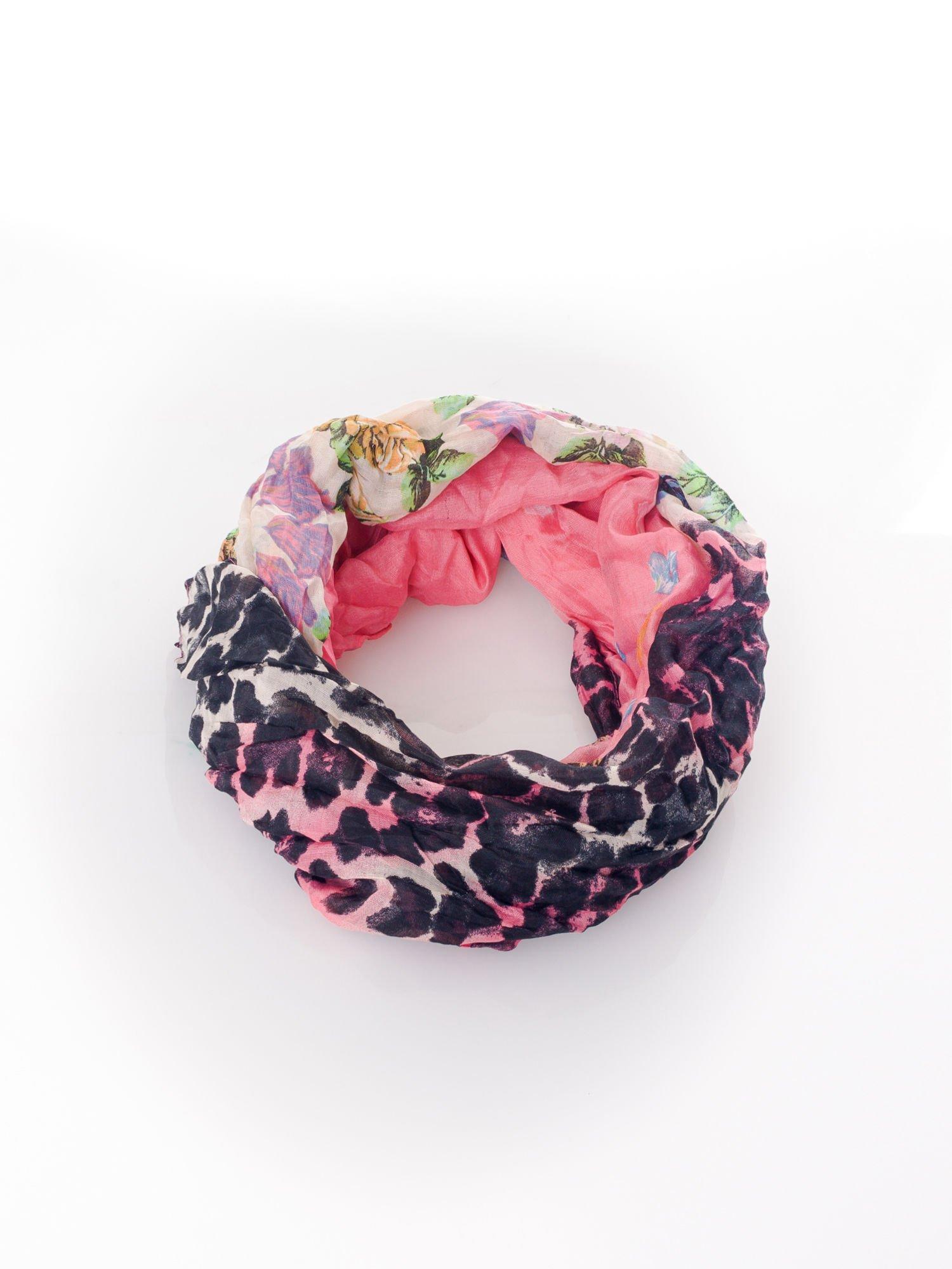 Różowa chusta w patchworkowe wzory                                  zdj.                                  2