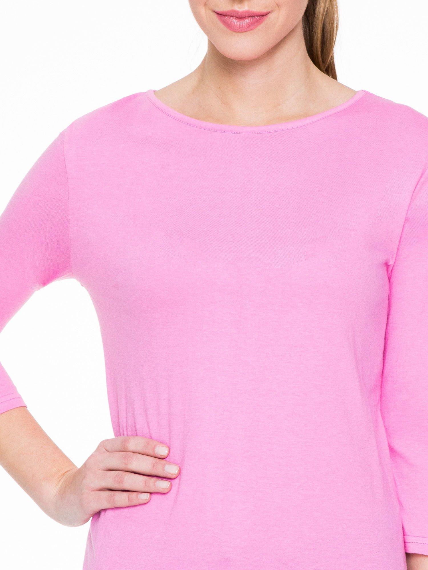 Różowa gładka bluzka z dłuższym tyłem                                  zdj.                                  5