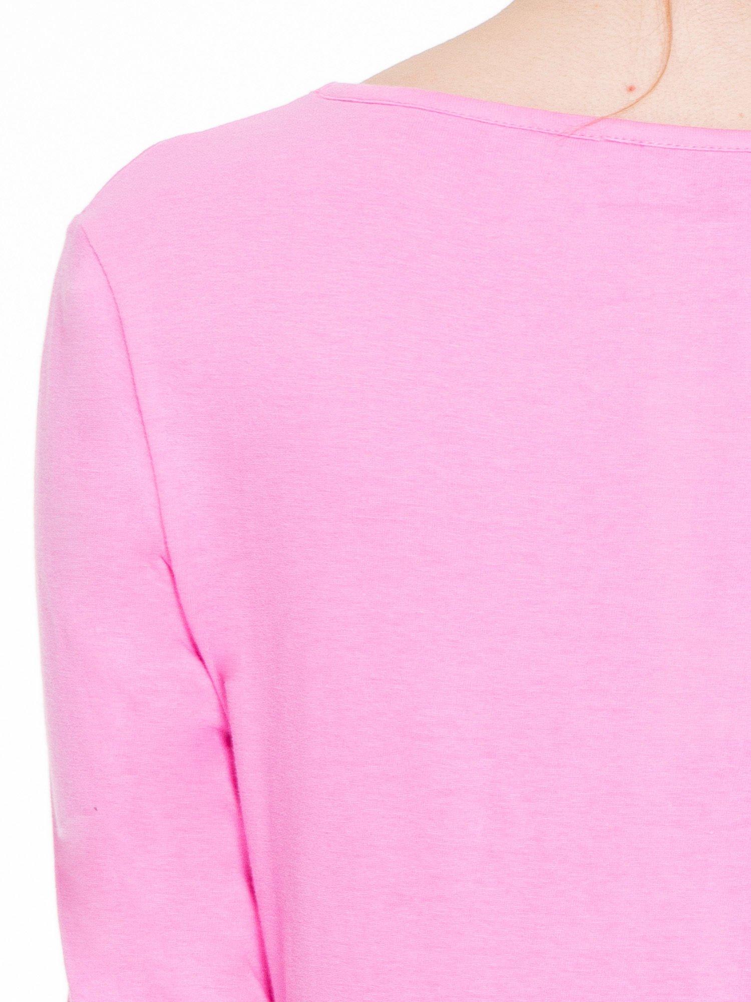 Różowa gładka bluzka z dłuższym tyłem                                  zdj.                                  7
