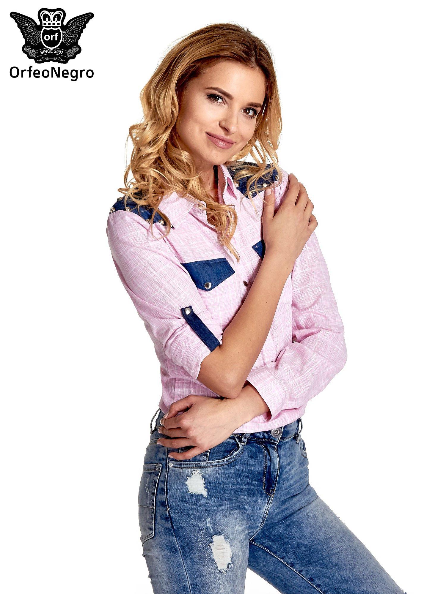 Różowa koszula w kratę ze wstawkami na ramionach i patkami z denimu                                  zdj.                                  5
