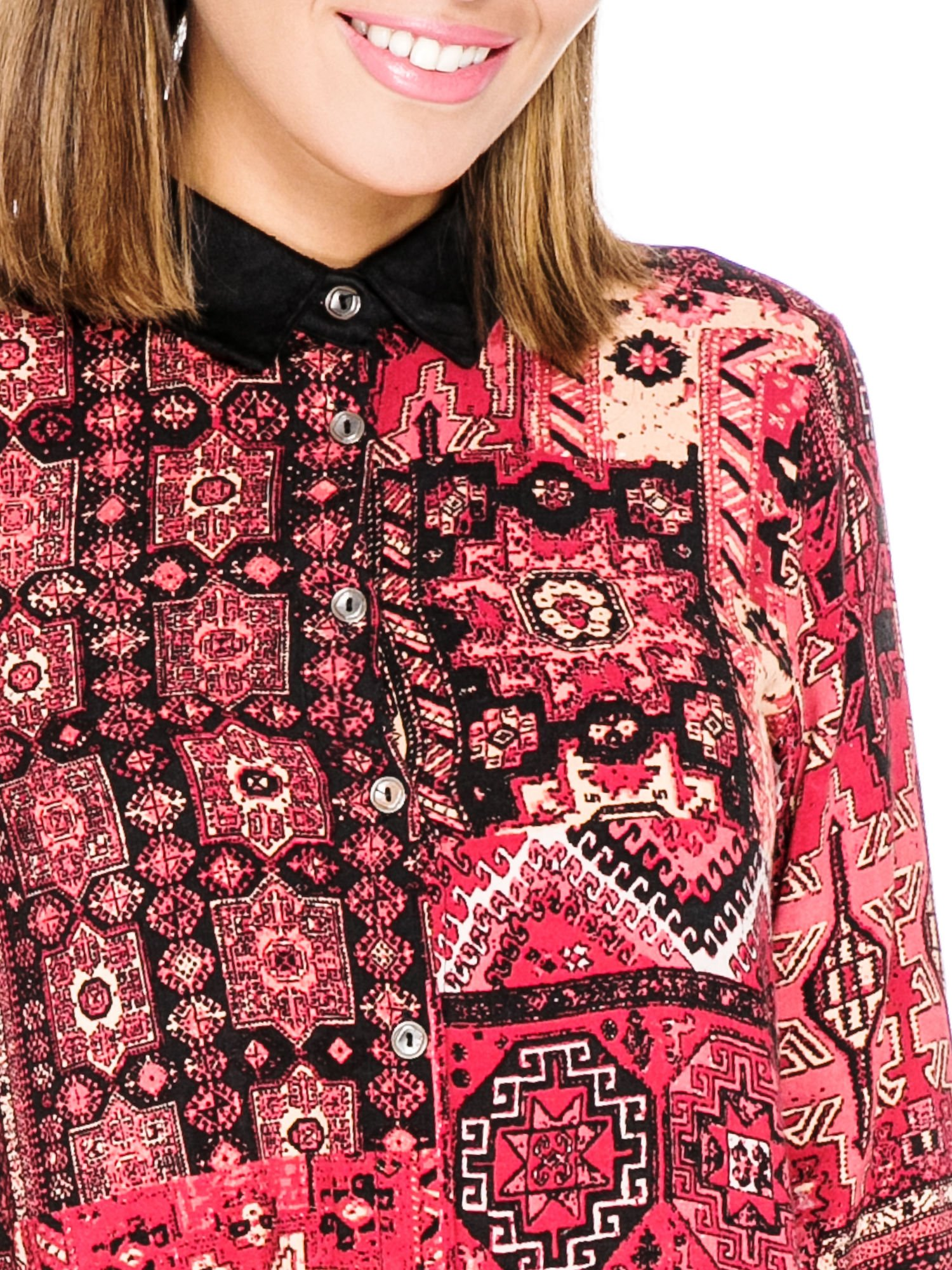 Różowa koszula we wzór etno z czarnym kołnierzykiem i mankietami                                  zdj.                                  7