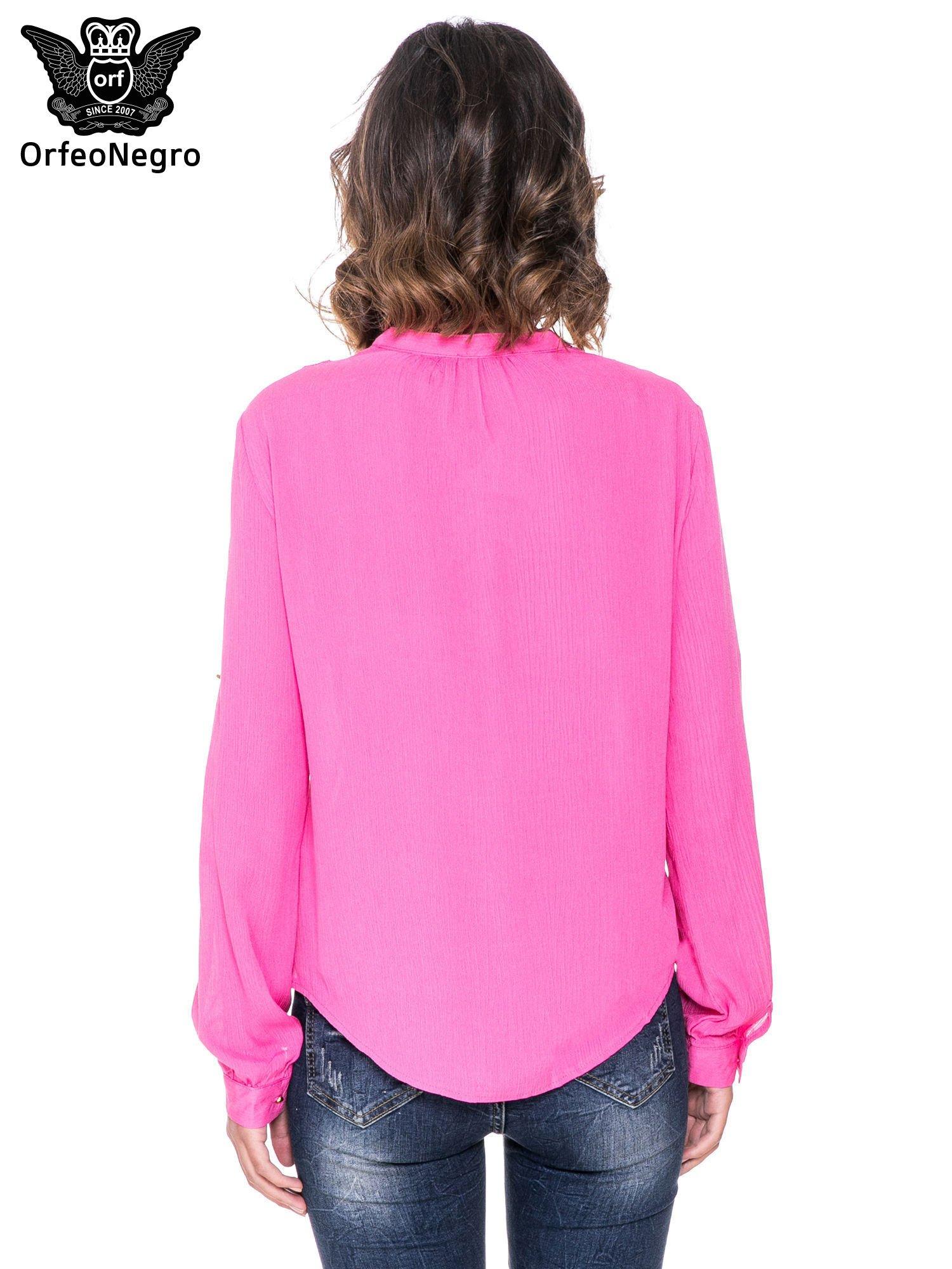 Różowa koszula z ażurowaniem na górze                                  zdj.                                  4