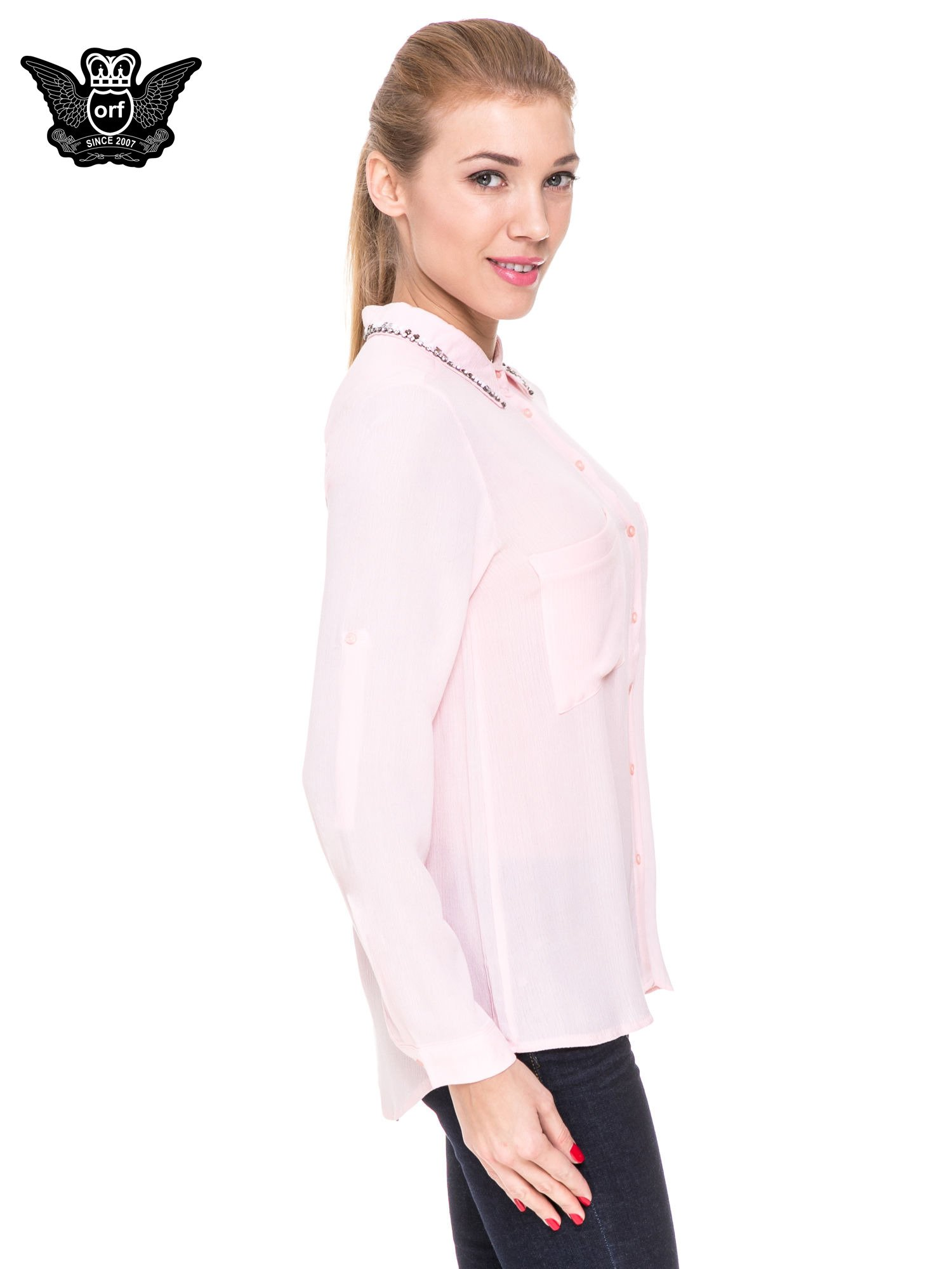 Różowa koszula z biżuteryjnym kołnierzykiem i kieszonkami                                  zdj.                                  3