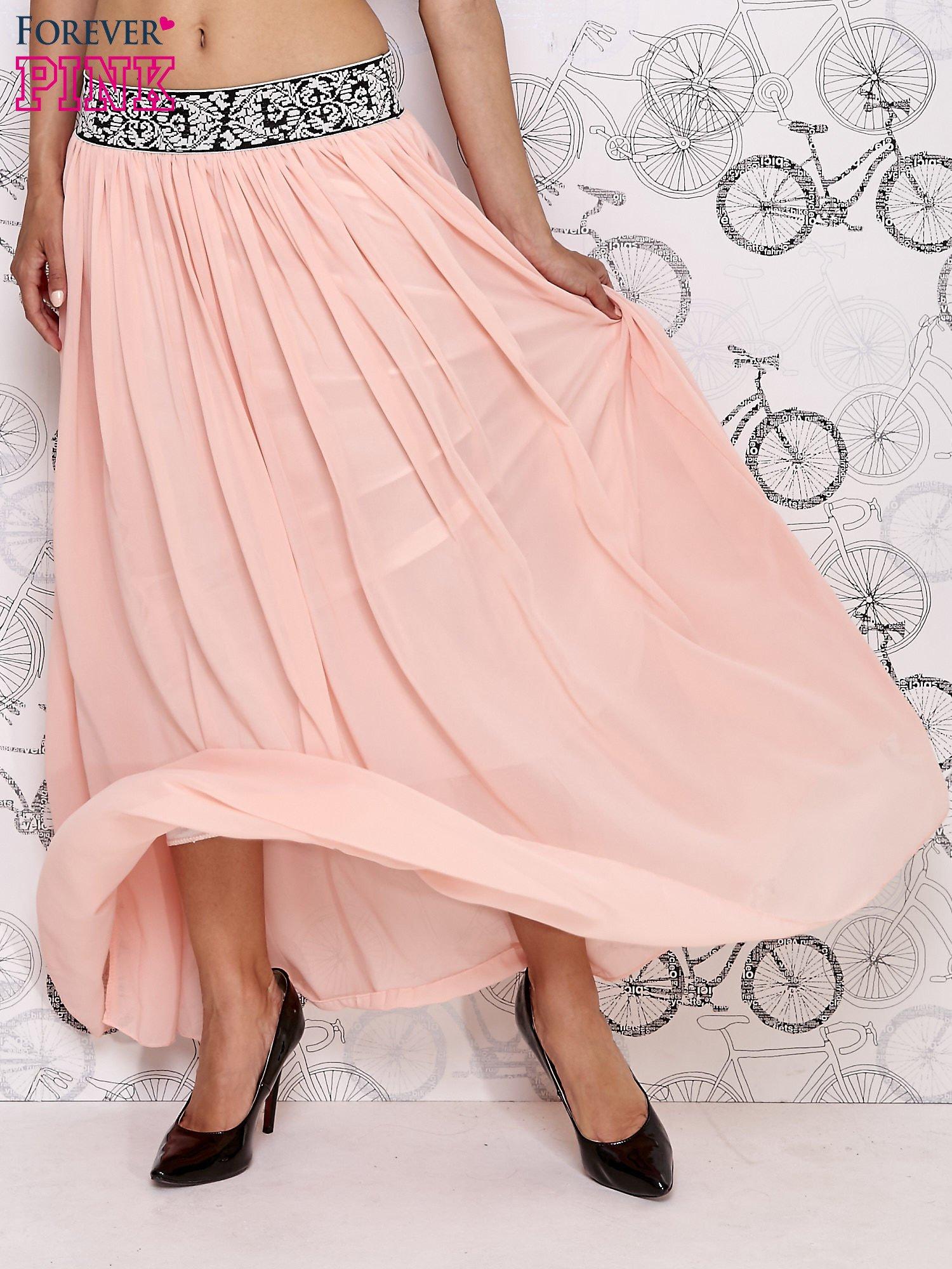 Różowa spódnica maxi z wyszywanym paskiem                                  zdj.                                  1
