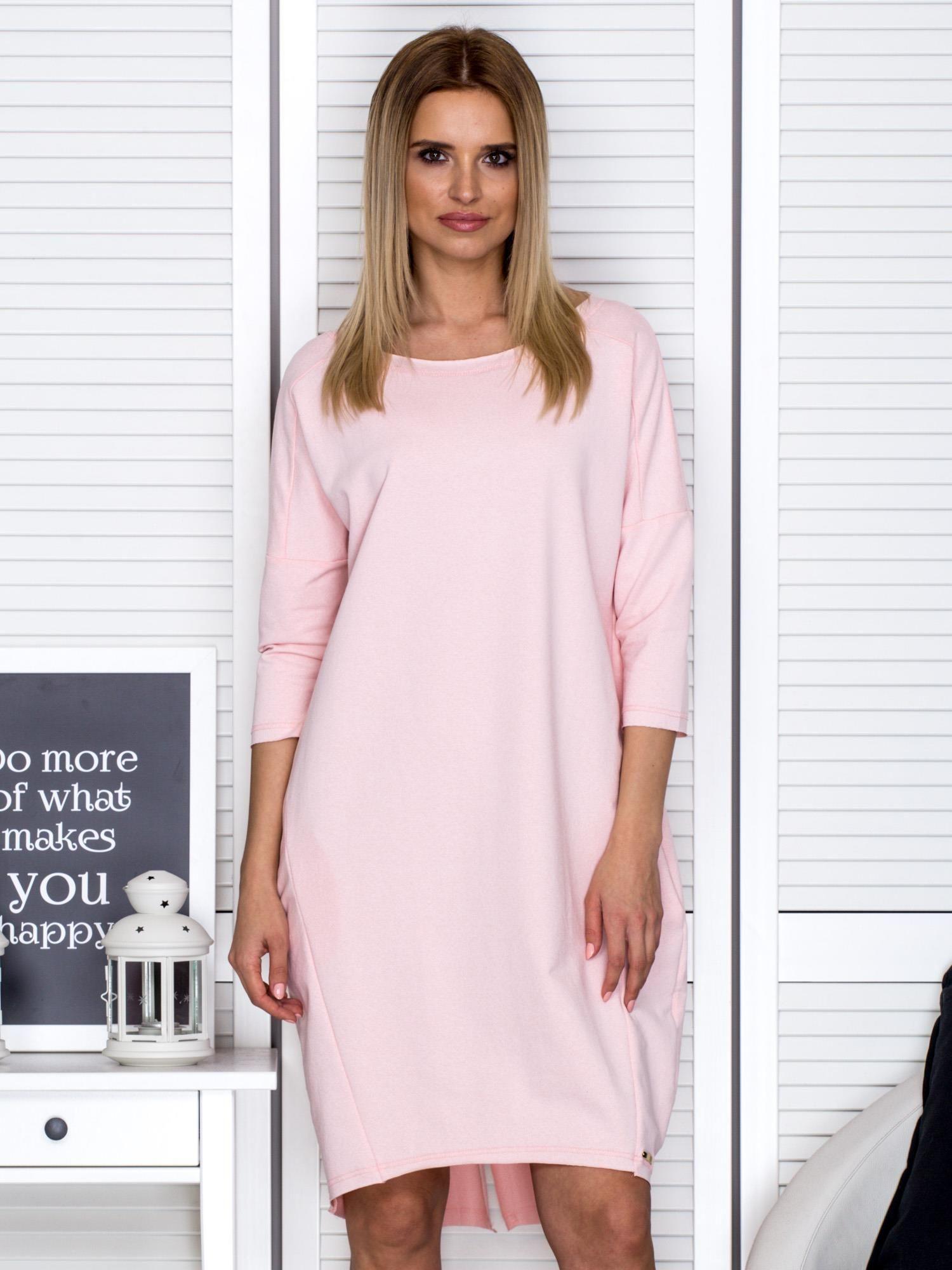 e73d71123c Różowa sukienka oversize z kieszeniami - Sukienka dzianinowa - sklep ...