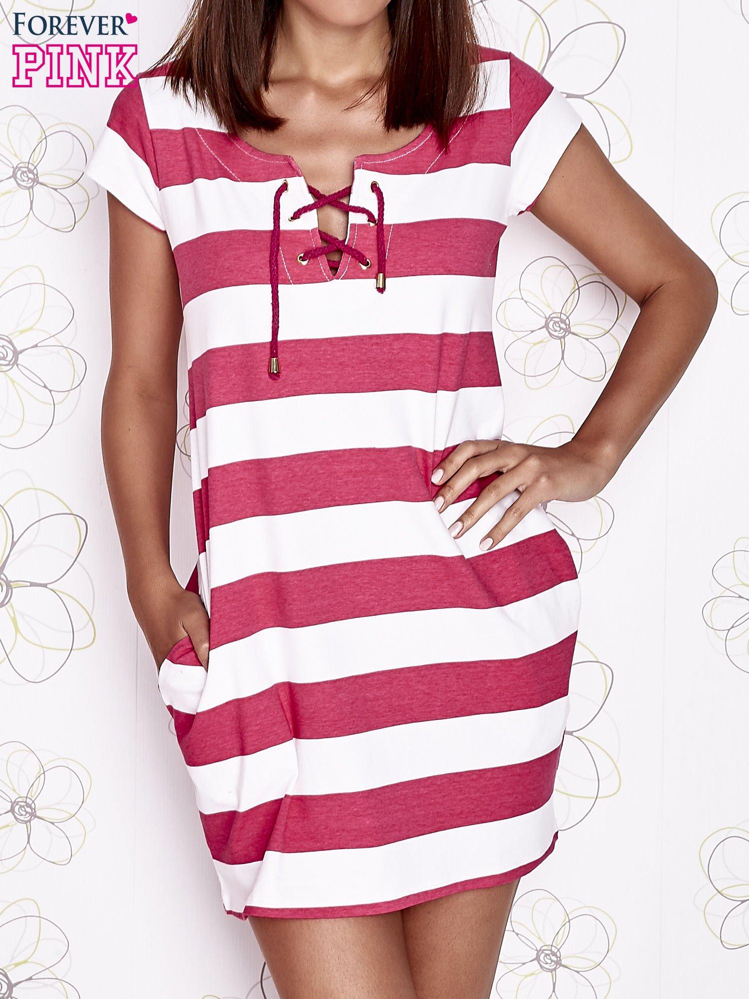 Różowa sukienka w paski ze sznurowanym dekoltem                                  zdj.                                  2