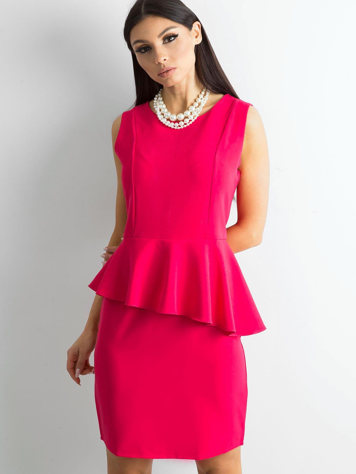 aa35cd5505e4 Różowa sukienka z baskinką - Sukienka koktajlowa - sklep eButik.pl