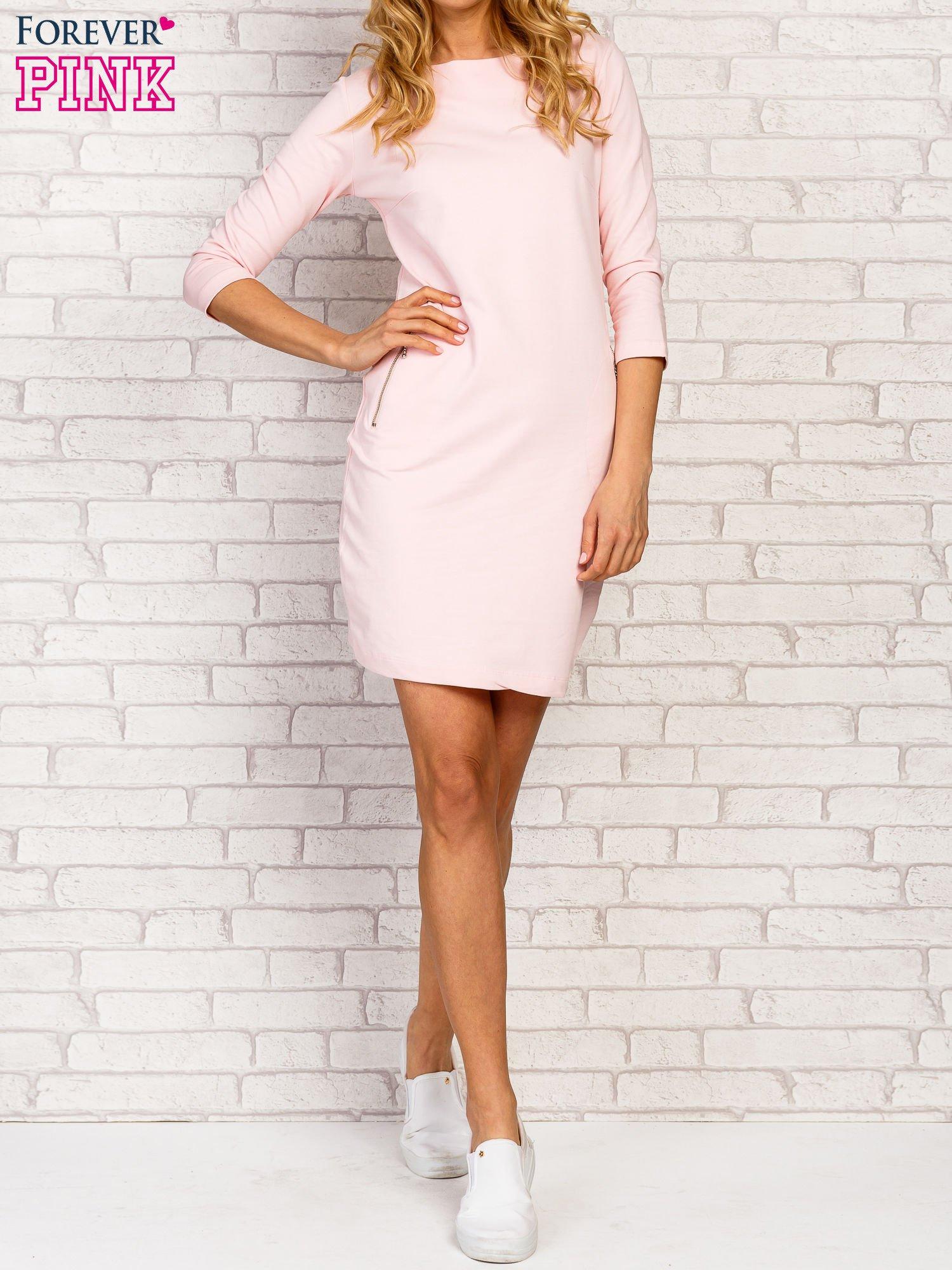 Różowa sukienka z kieszeniami na suwak                                  zdj.                                  1