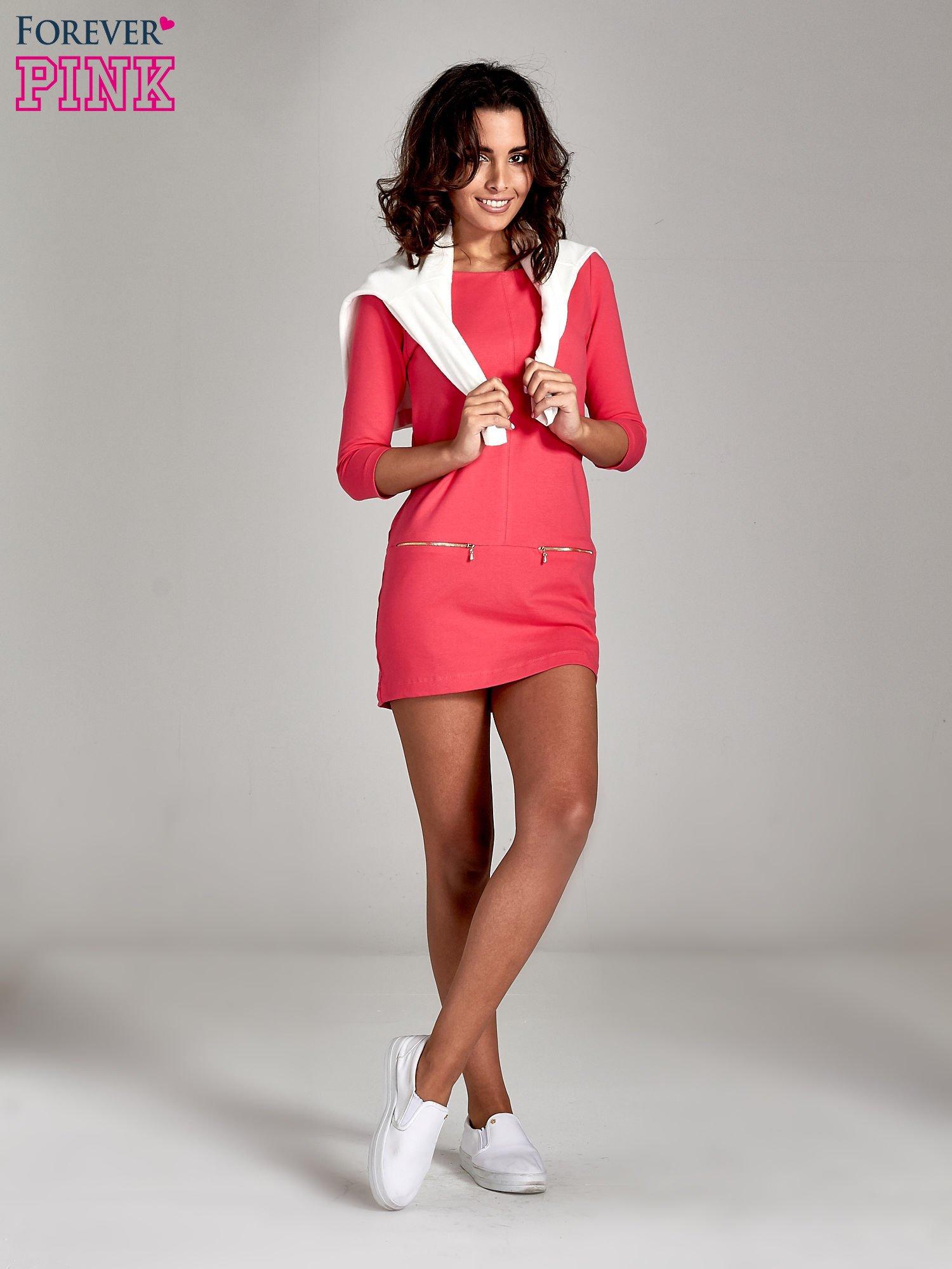 Różowa sukienka ze złotymi suwakami                                  zdj.                                  2