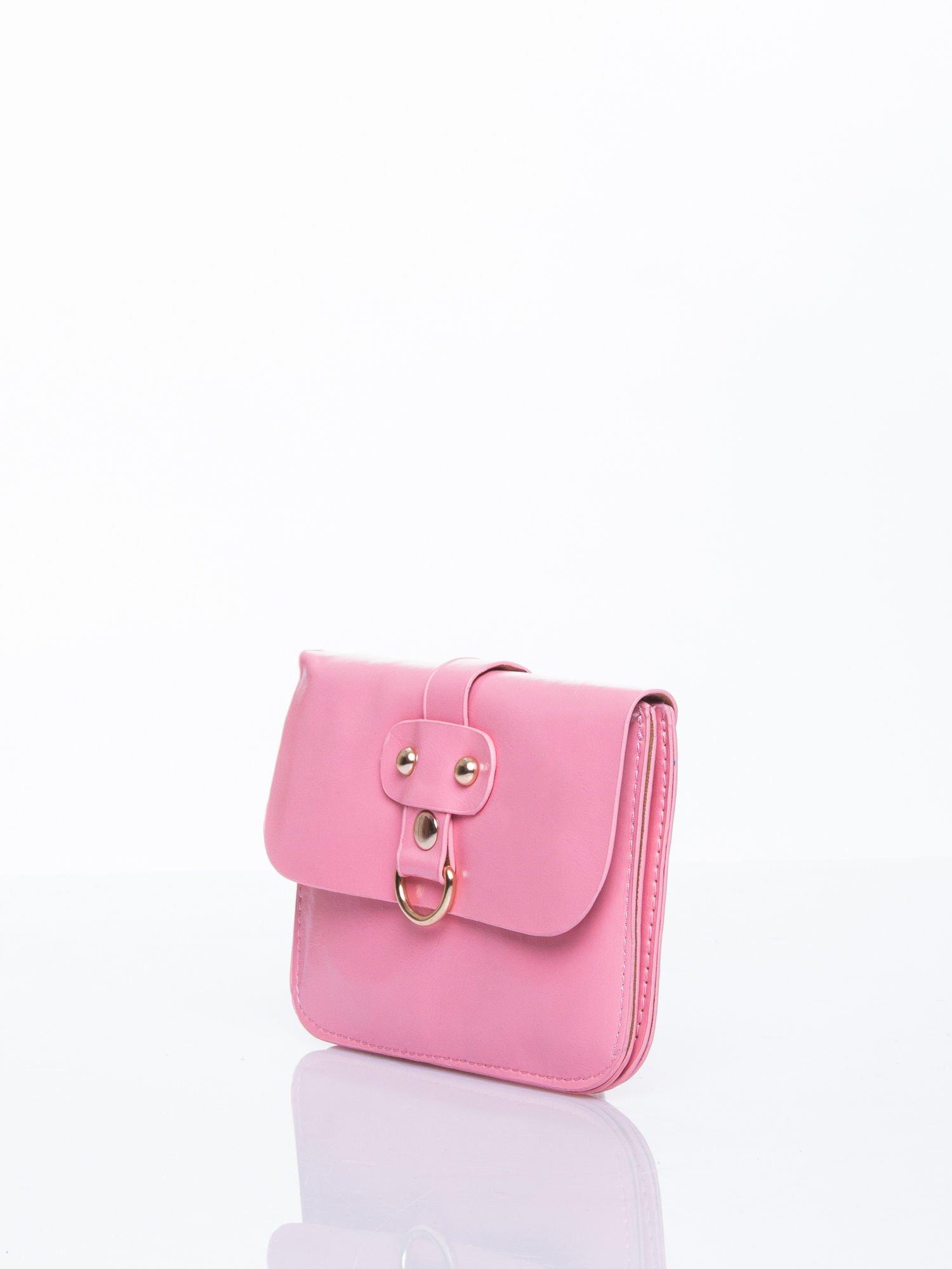 Różowa torebka listonoszka z klapką                                  zdj.                                  3