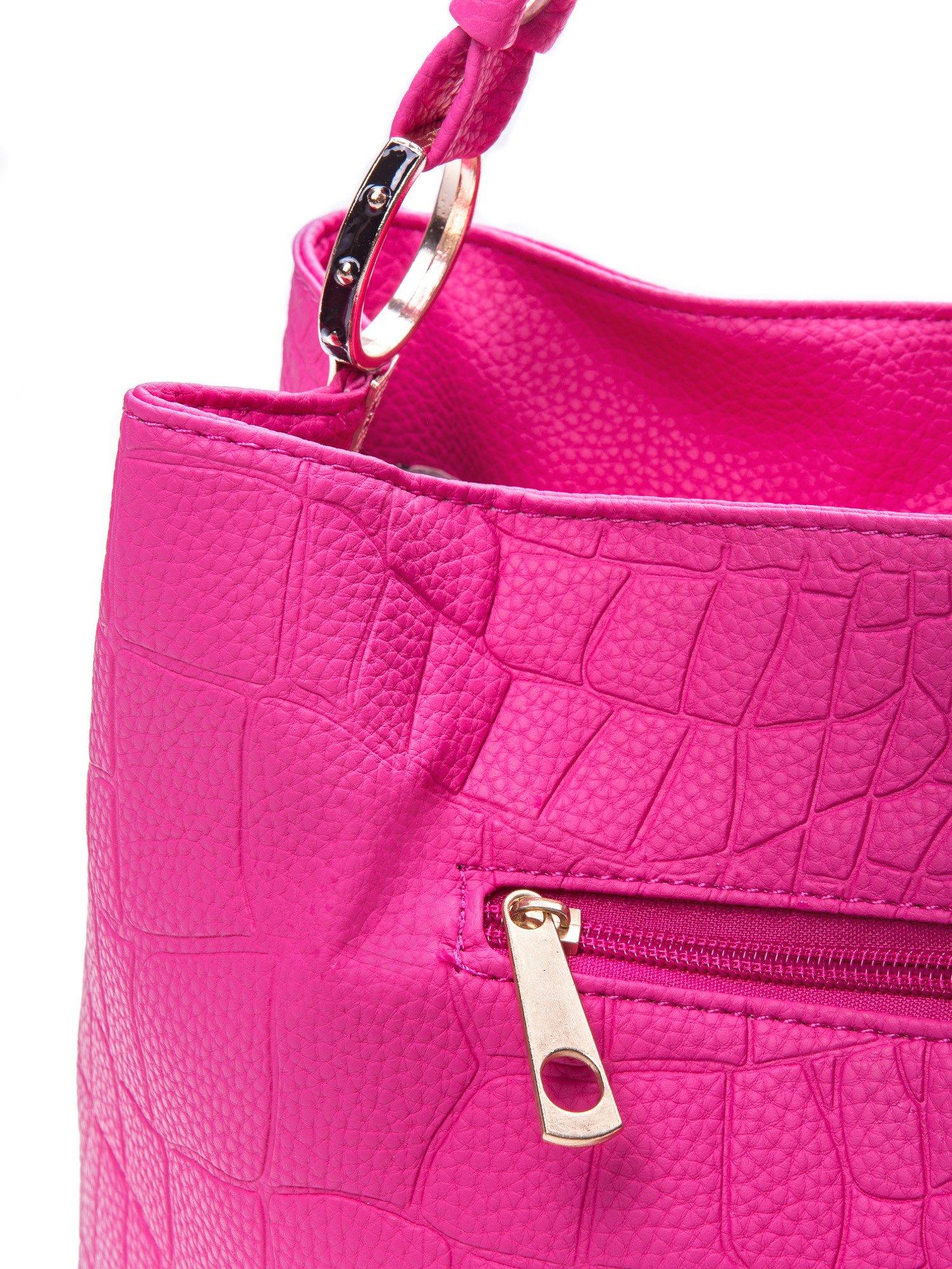 Różowa torebka na ramię tłoczona na wzór skóry krokodyla                                  zdj.                                  3