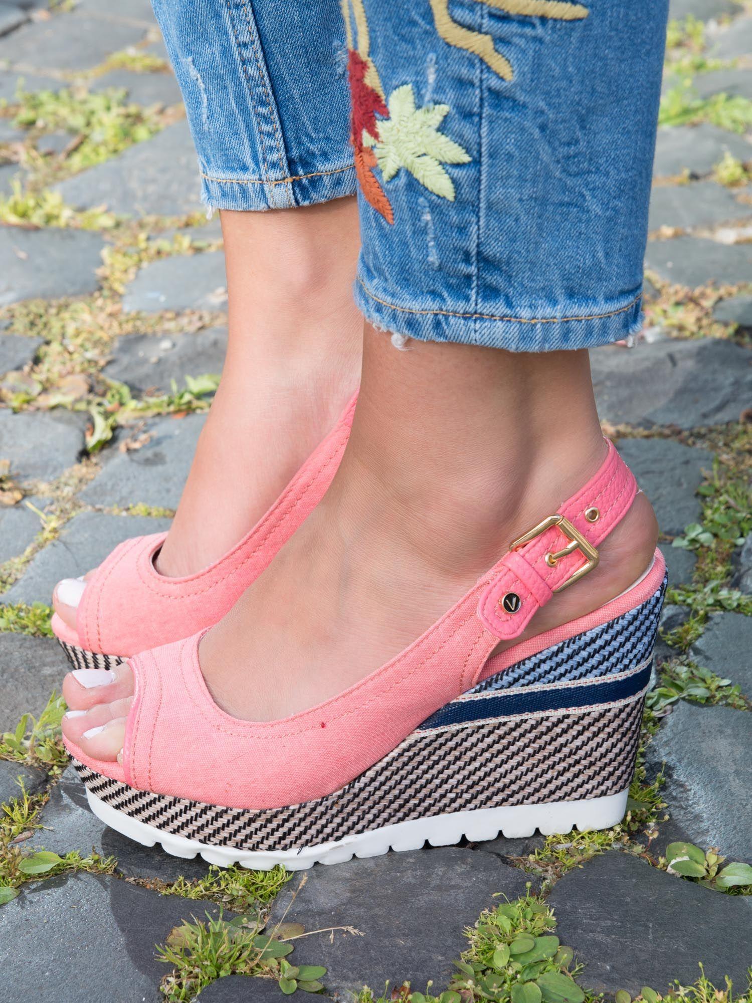 0219644b Różowe denim sandały na koturnach bez palców z kolorową podeszwą - Buty  Koturny - sklep eButik.pl