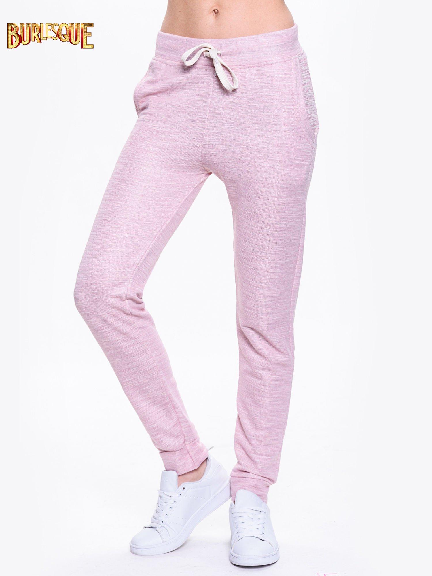 Różowe dresowe spodnie damskie o kroju baggy                                  zdj.                                  1